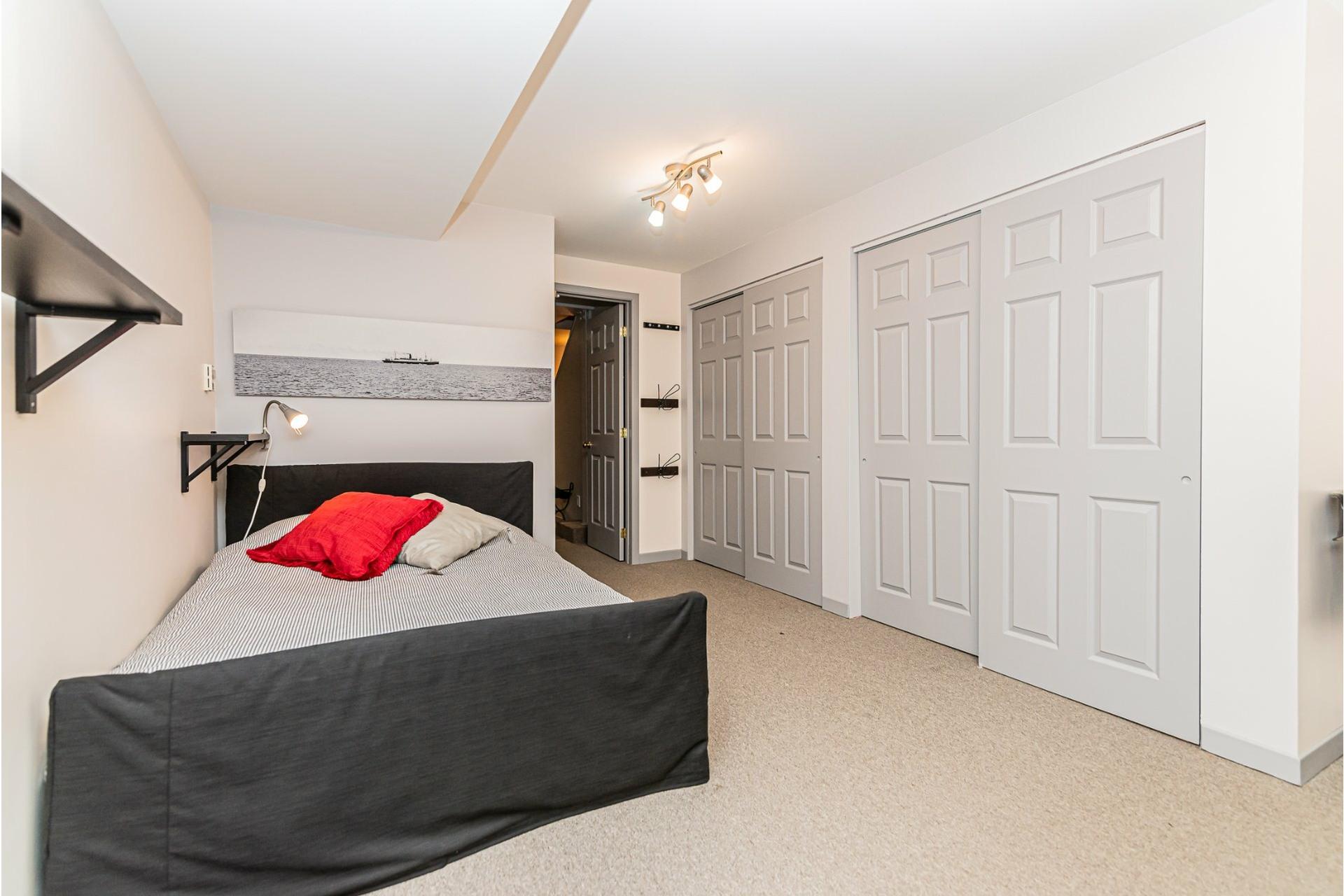 image 27 - House For rent Côte-des-Neiges/Notre-Dame-de-Grâce Montréal  - 9 rooms