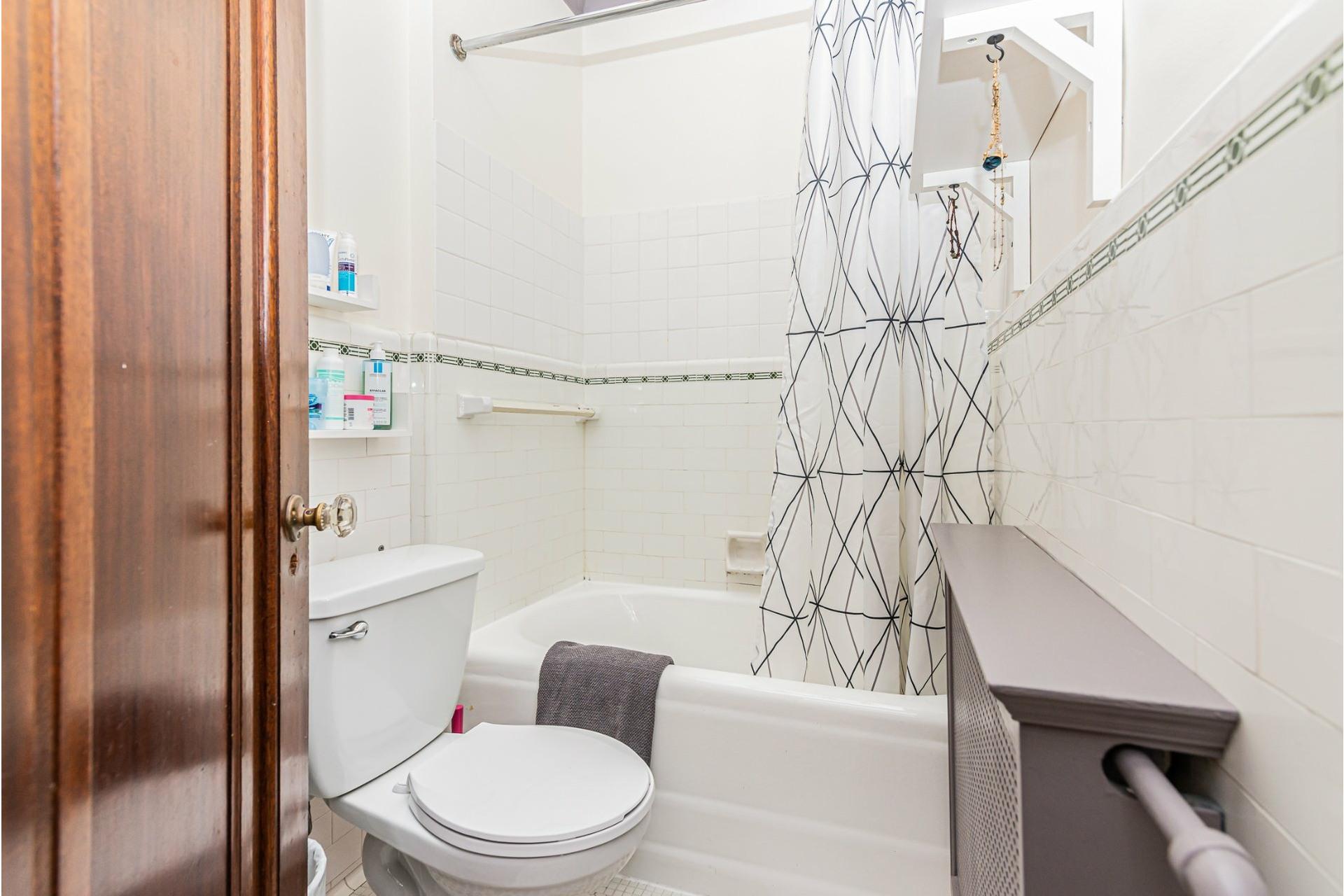 image 21 - House For rent Côte-des-Neiges/Notre-Dame-de-Grâce Montréal  - 9 rooms