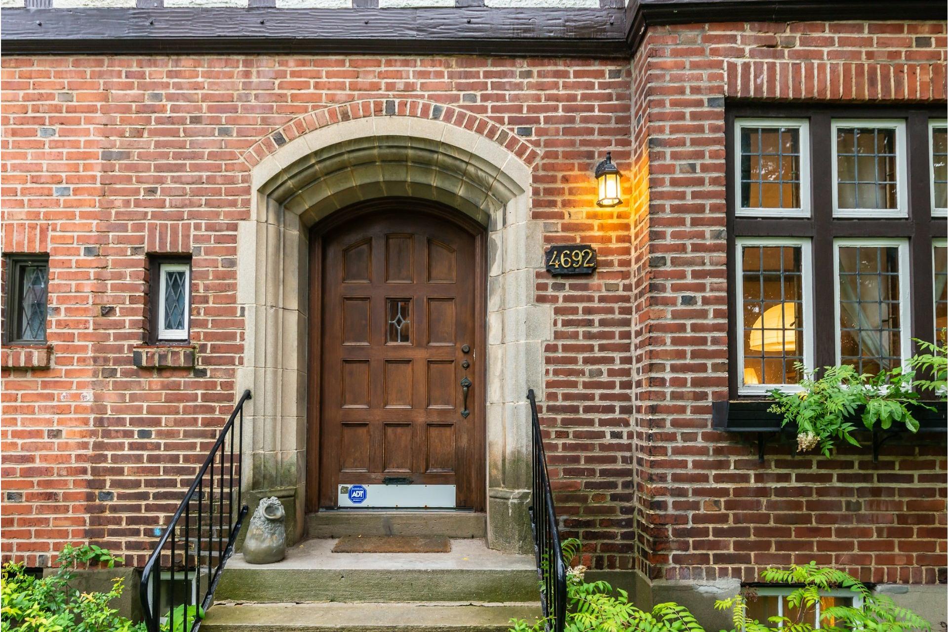 image 1 - House For rent Côte-des-Neiges/Notre-Dame-de-Grâce Montréal  - 9 rooms