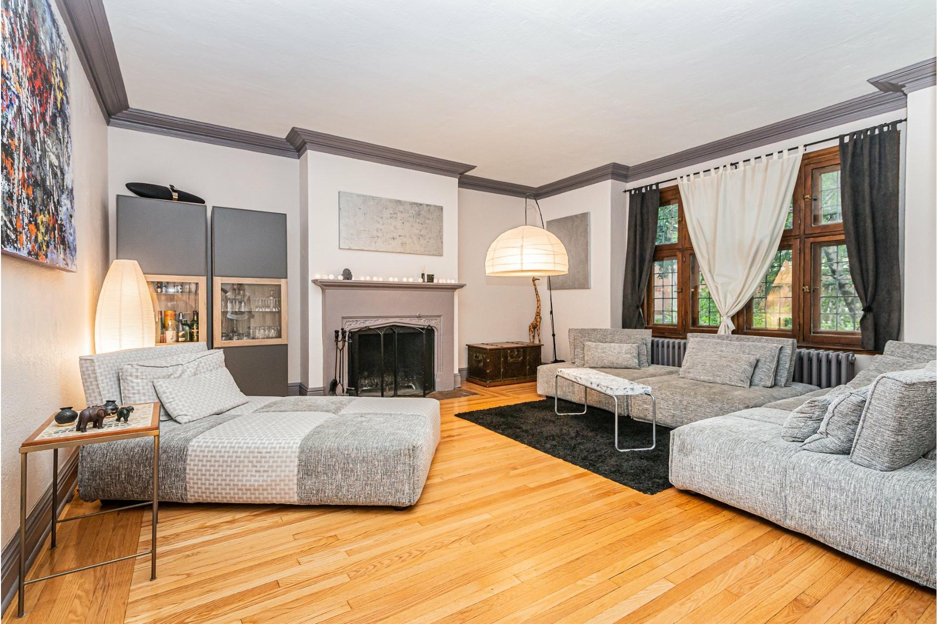 image 2 - House For rent Côte-des-Neiges/Notre-Dame-de-Grâce Montréal  - 9 rooms