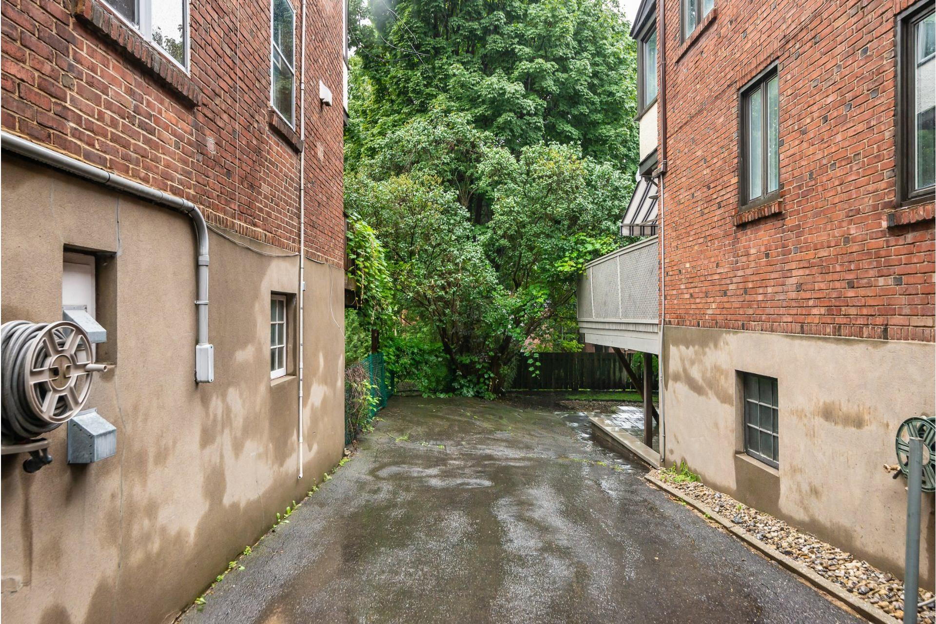 image 32 - House For rent Côte-des-Neiges/Notre-Dame-de-Grâce Montréal  - 9 rooms