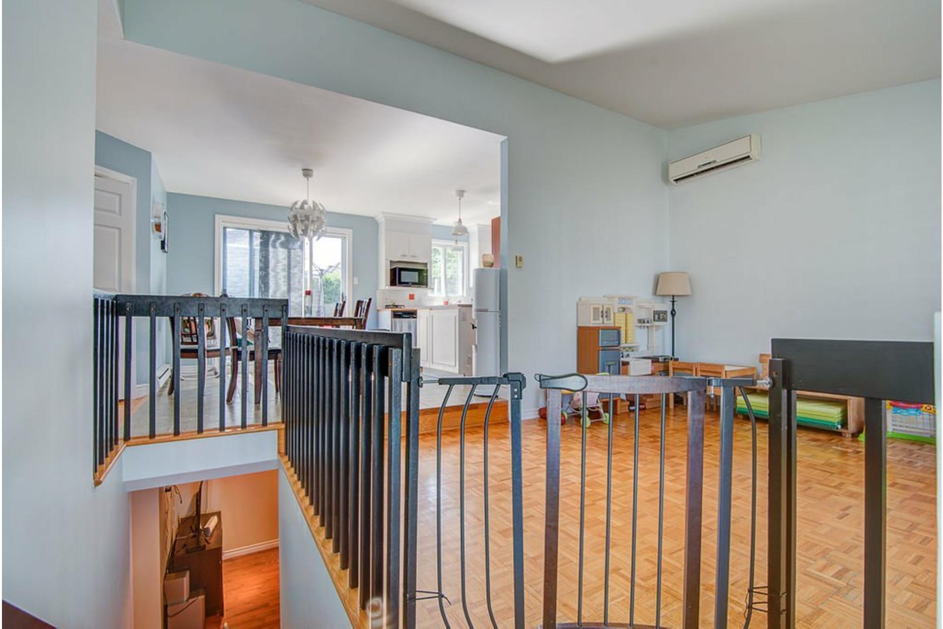 image 2 - Maison À vendre Sainte-Anne-des-Plaines - 12 pièces