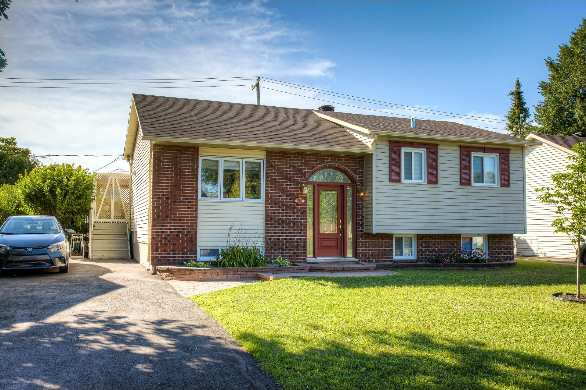 image 0 - House For sale Vaudreuil-Dorion - 11 rooms