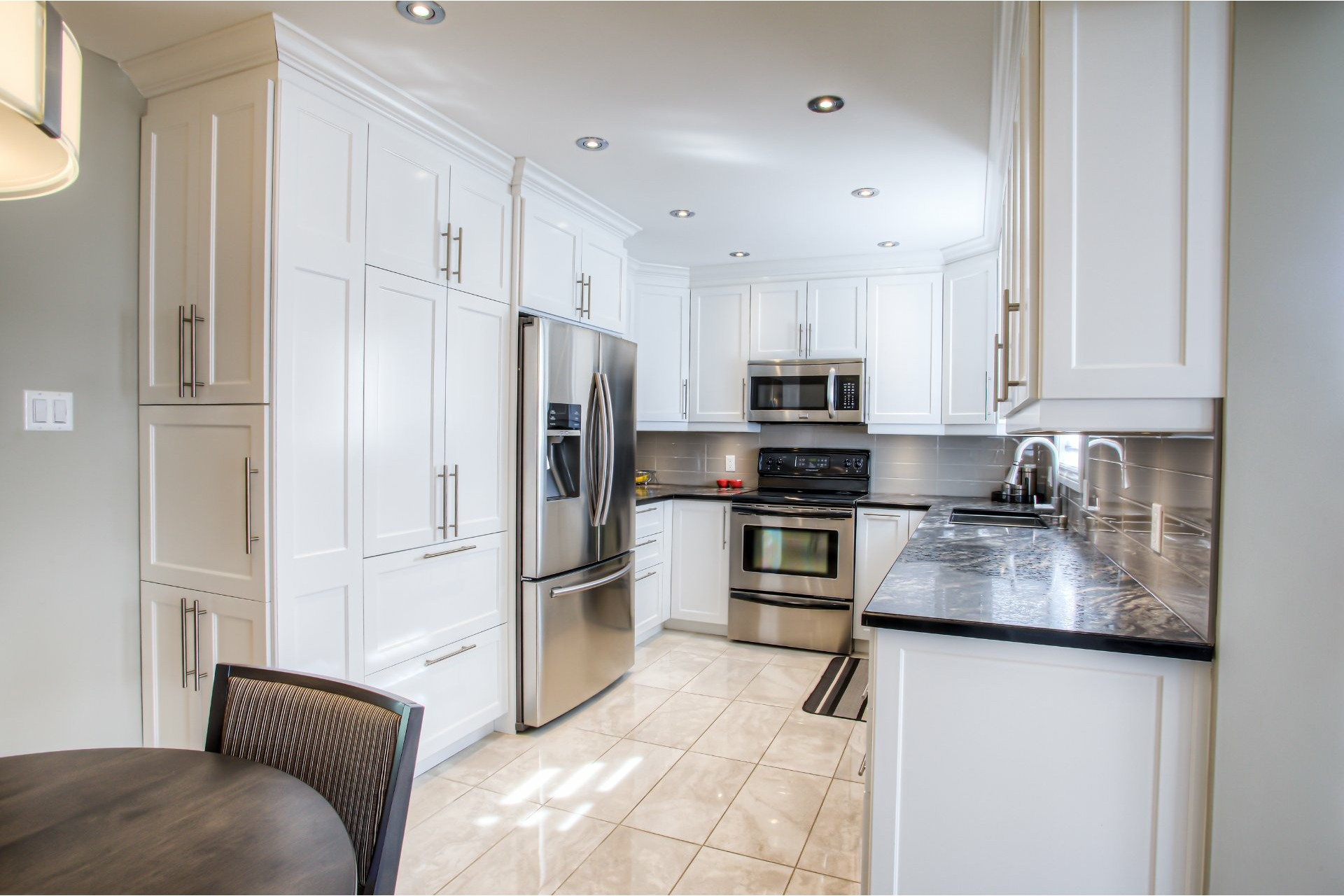 image 3 - House For sale Vaudreuil-Dorion - 11 rooms