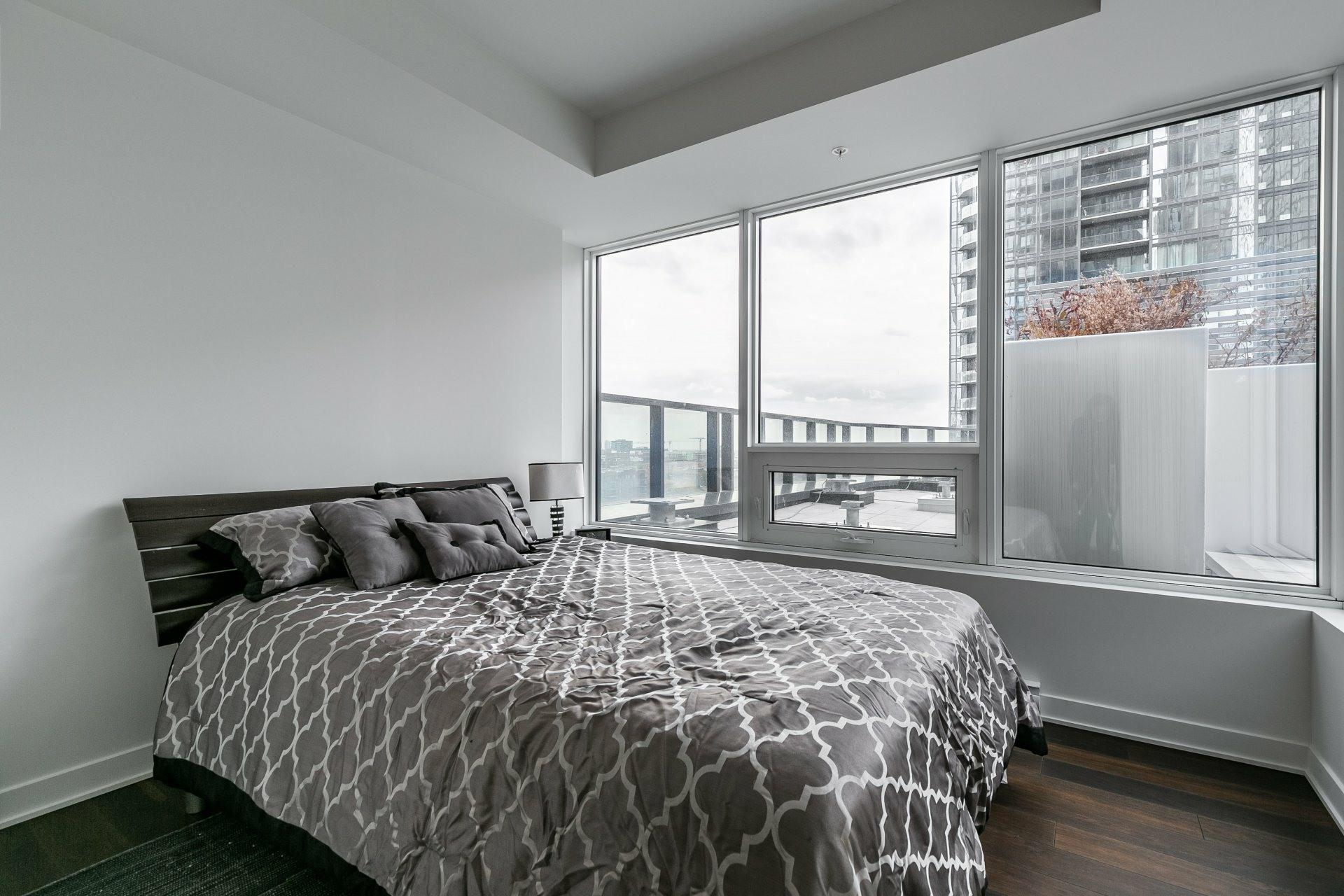 image 15 - Apartment For rent Ville-Marie Montréal  - 5 rooms