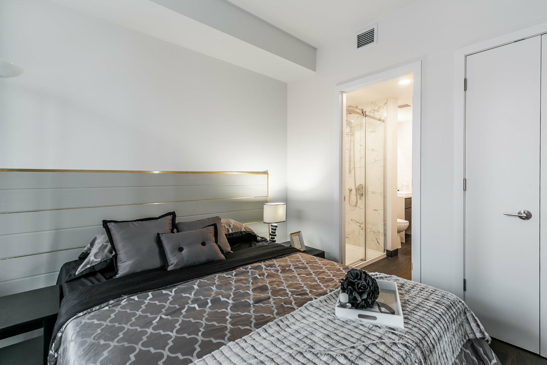 image 12 - Apartment For rent Ville-Marie Montréal  - 5 rooms