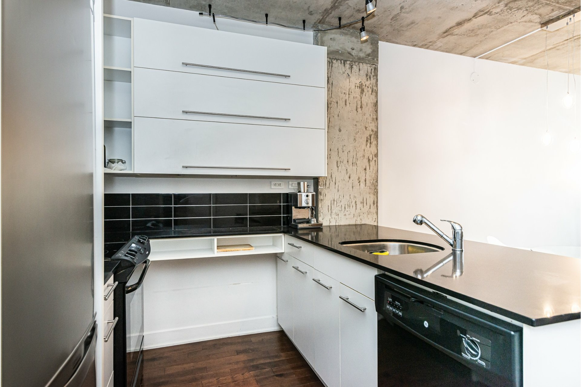 image 12 - Appartement À louer Le Sud-Ouest Montréal  - 5 pièces