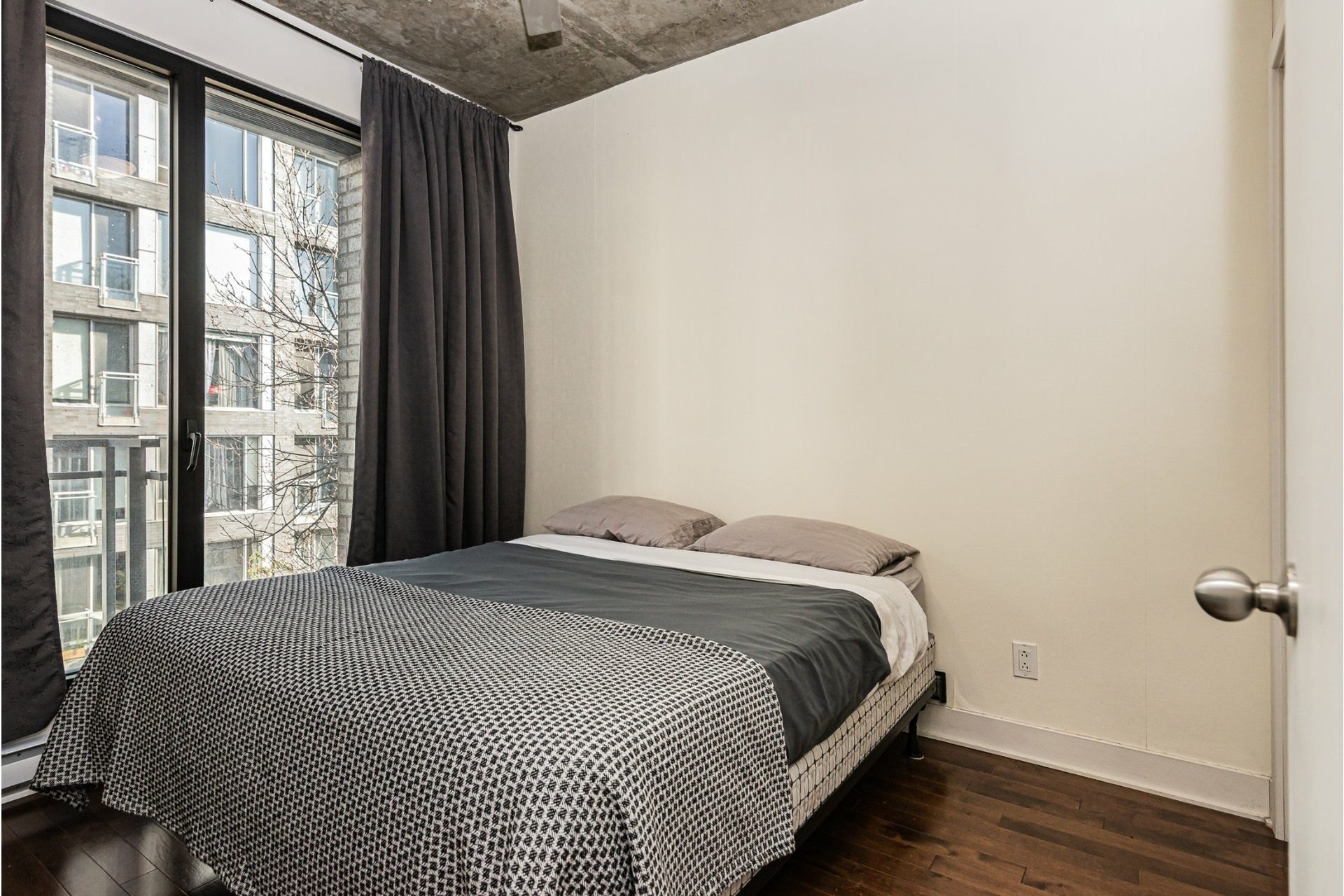 image 13 - Appartement À louer Le Sud-Ouest Montréal  - 5 pièces