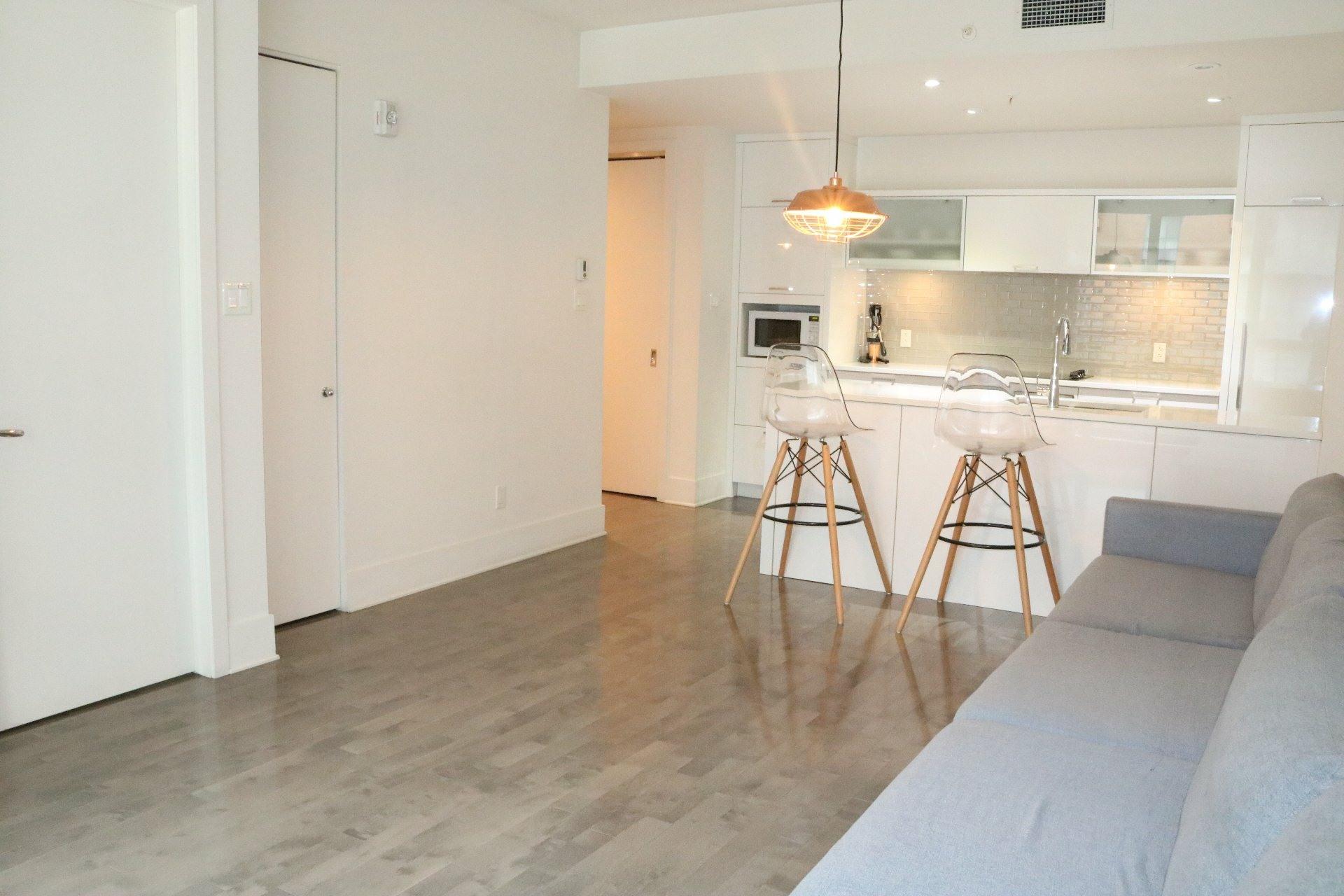 image 4 - Appartement À louer Ville-Marie Montréal  - 4 pièces