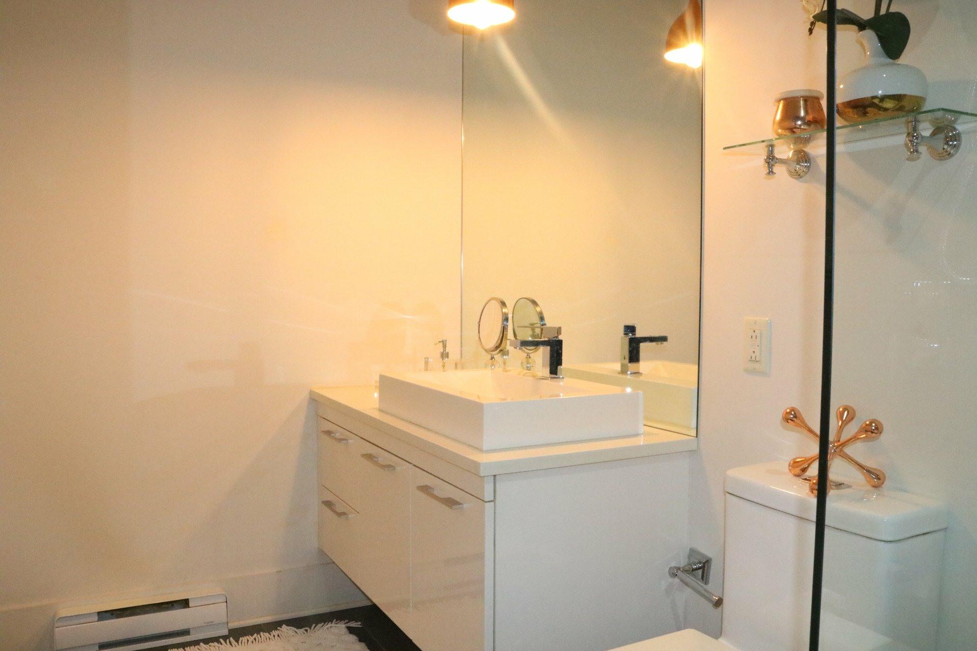 image 9 - Apartment For rent Ville-Marie Montréal  - 4 rooms