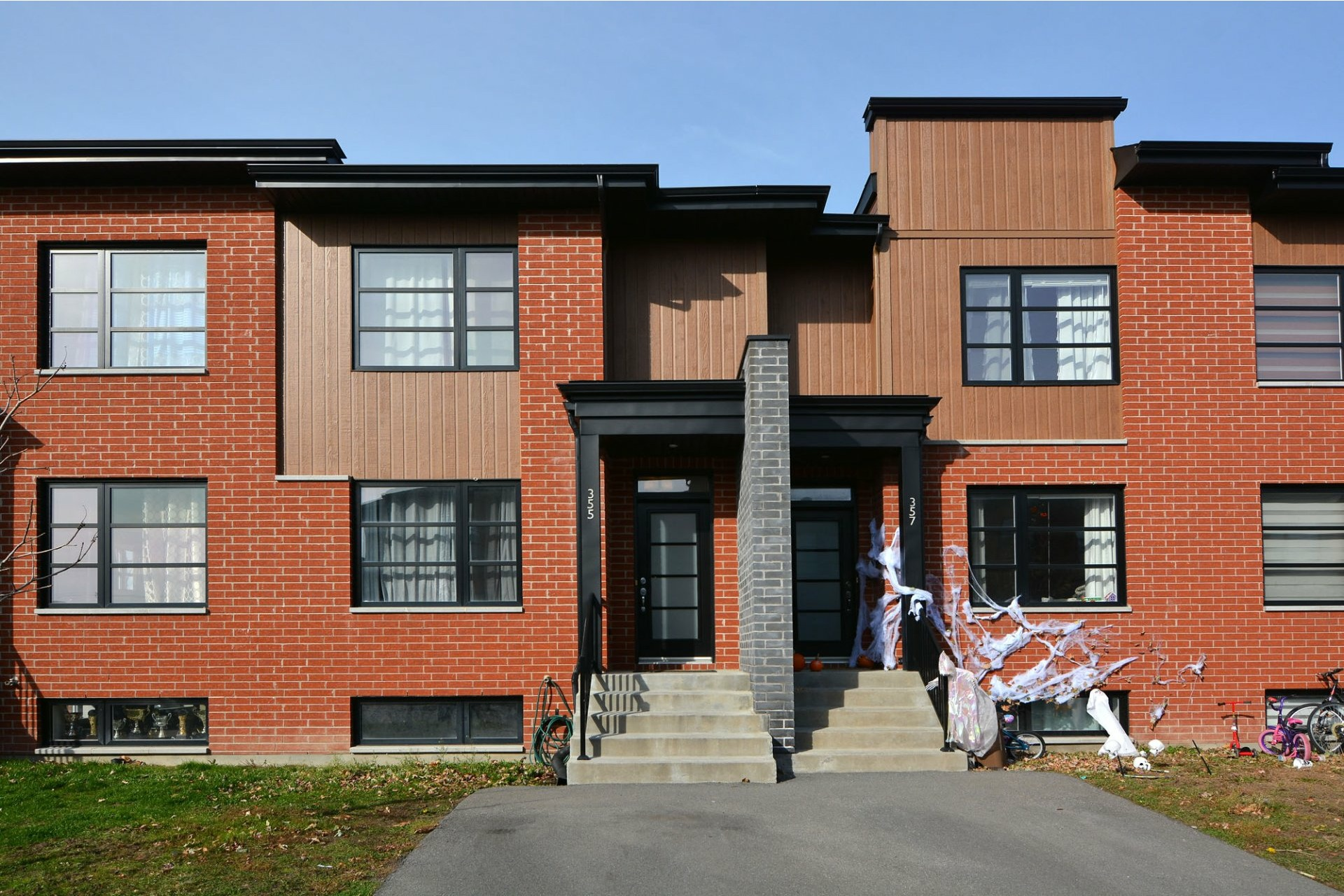 image 1 - House For sale Vaudreuil-Dorion - 7 rooms