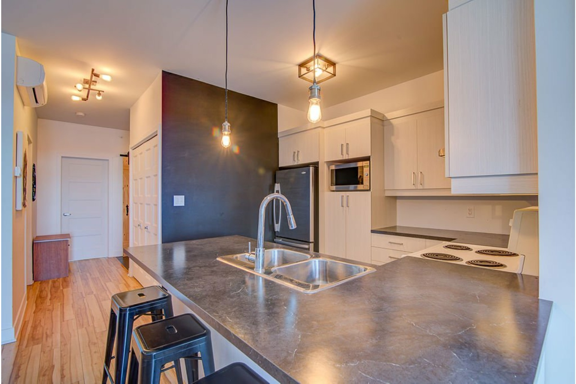 image 11 - Appartement À vendre Sainte-Anne-des-Plaines - 7 pièces