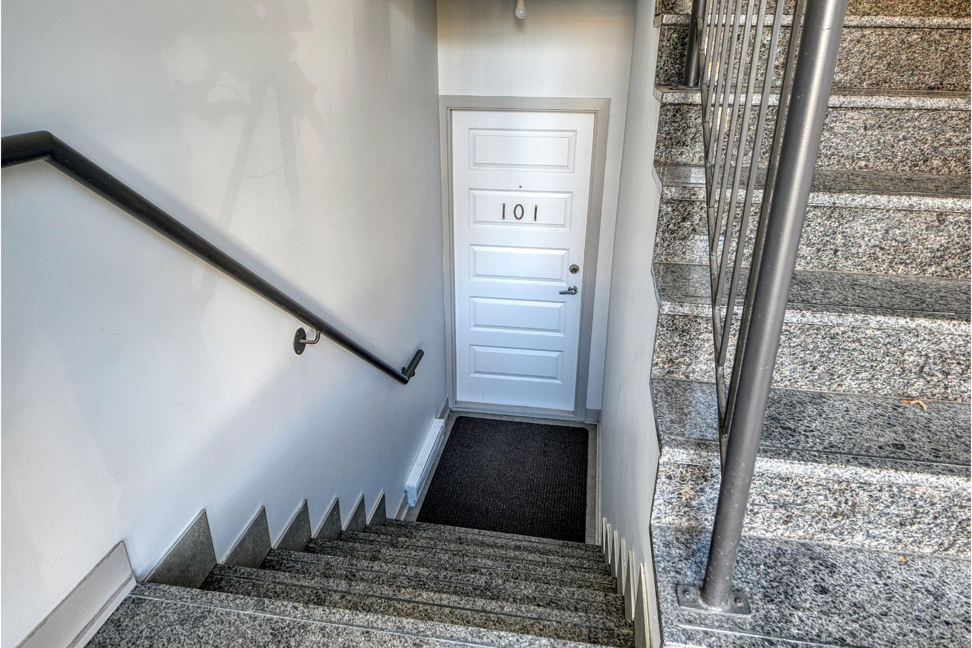 image 1 - Appartement À vendre LaSalle Montréal  - 4 pièces