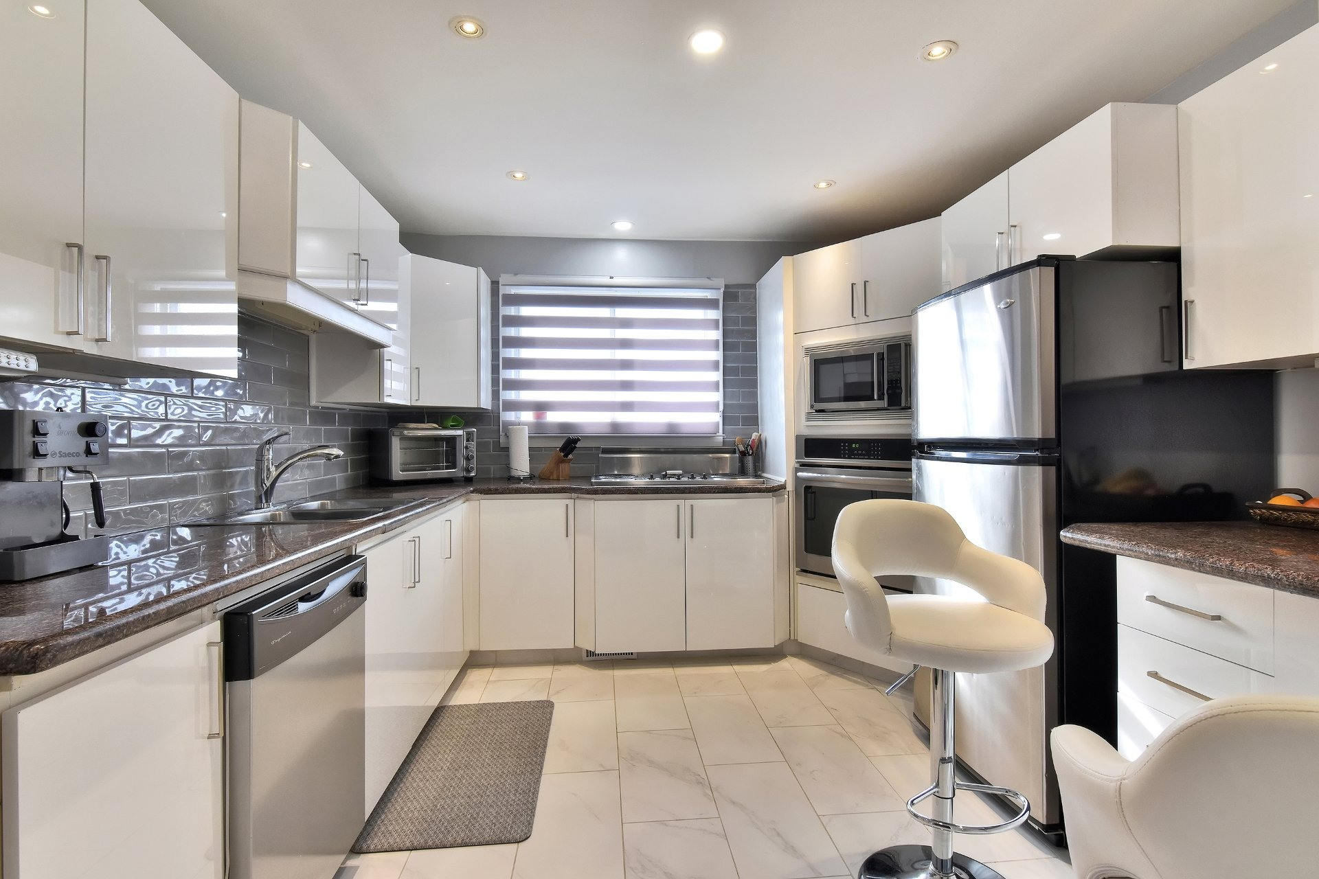 image 4 - House For sale Chomedey Laval  - 12 rooms