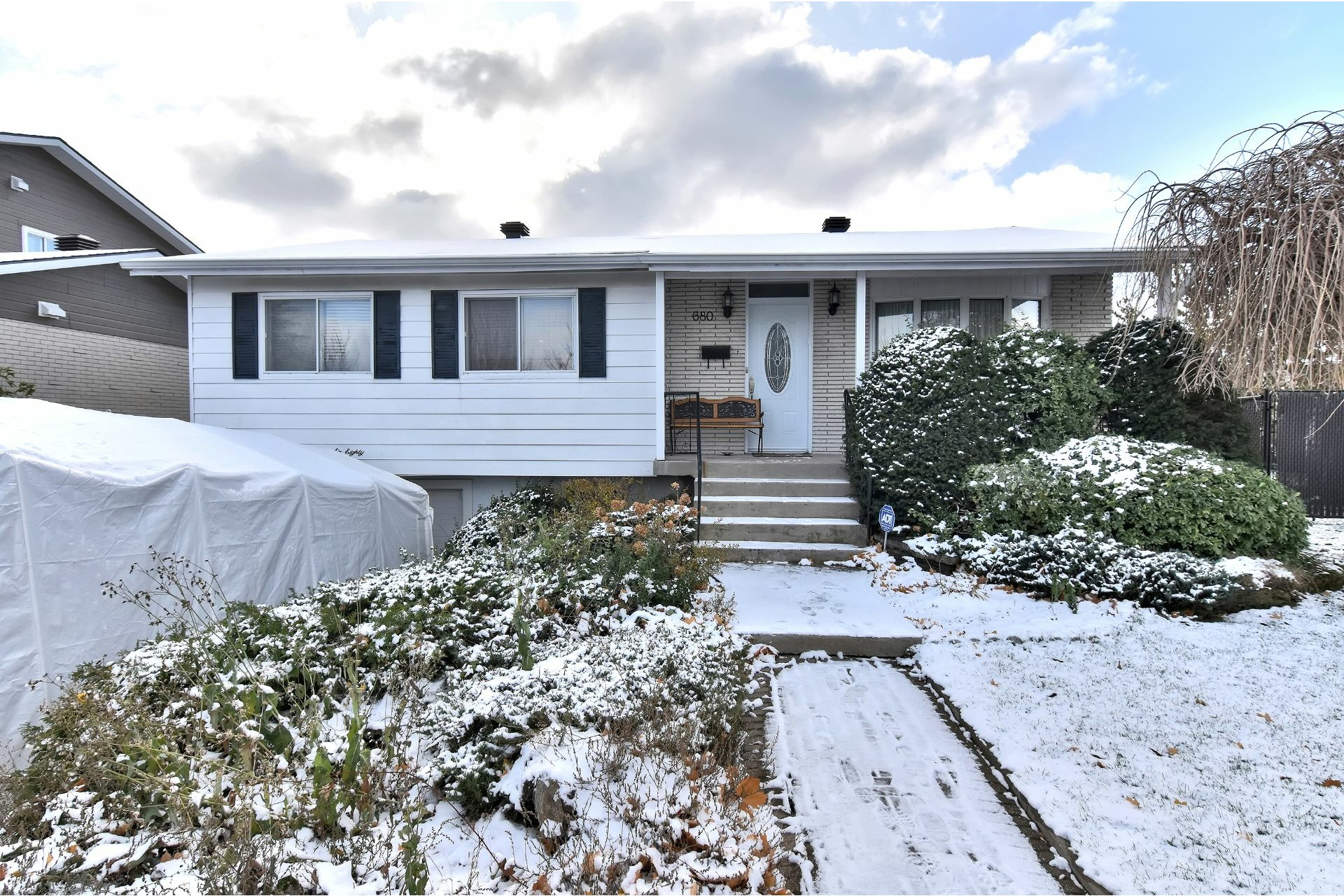 image 0 - House For sale Chomedey Laval  - 12 rooms
