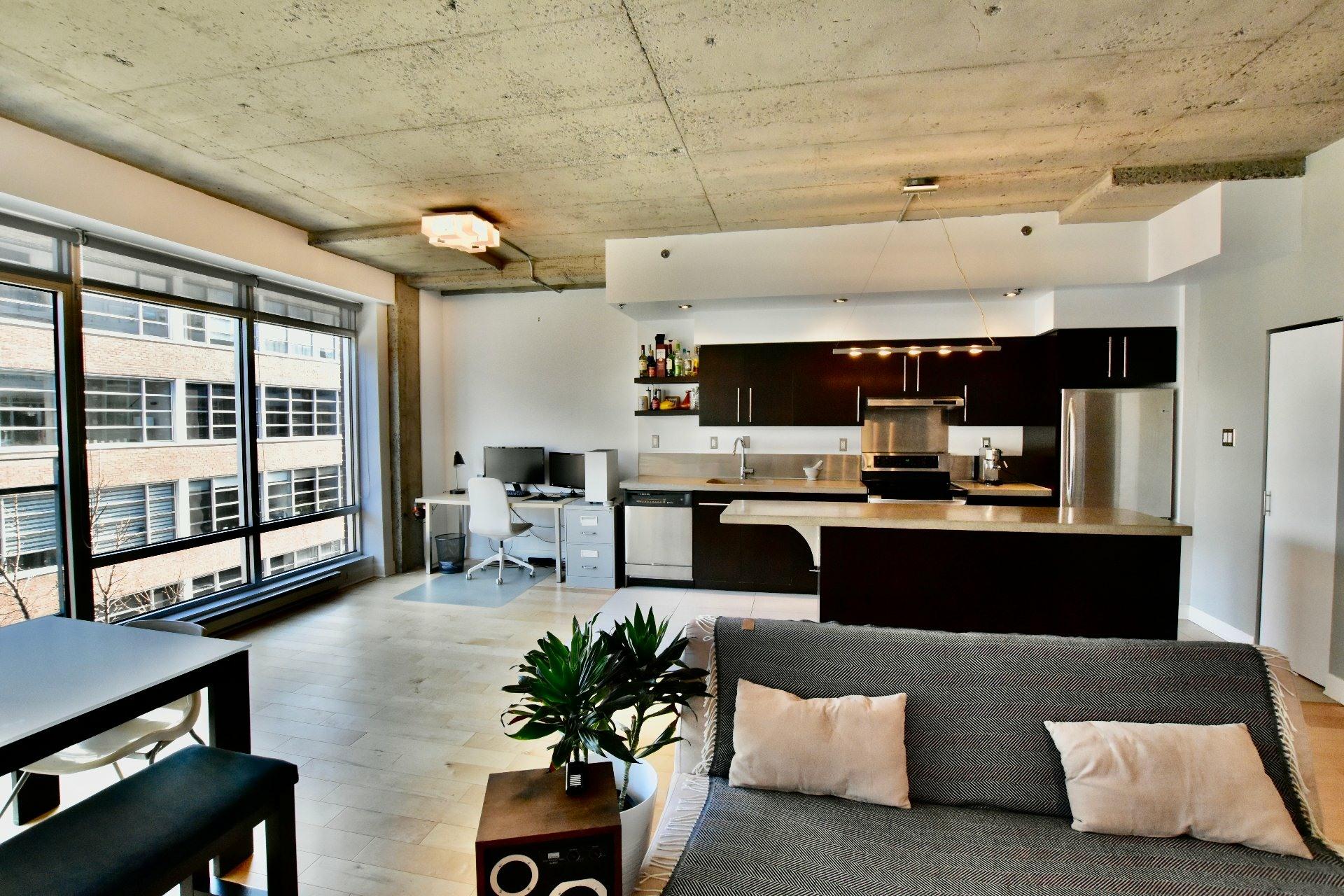 image 2 - Apartment For rent Villeray/Saint-Michel/Parc-Extension Montréal  - 5 rooms