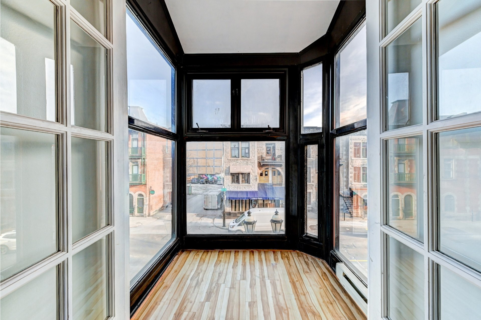 image 19 - Quadruplex For sale Ville-Marie Montréal  - 4 rooms
