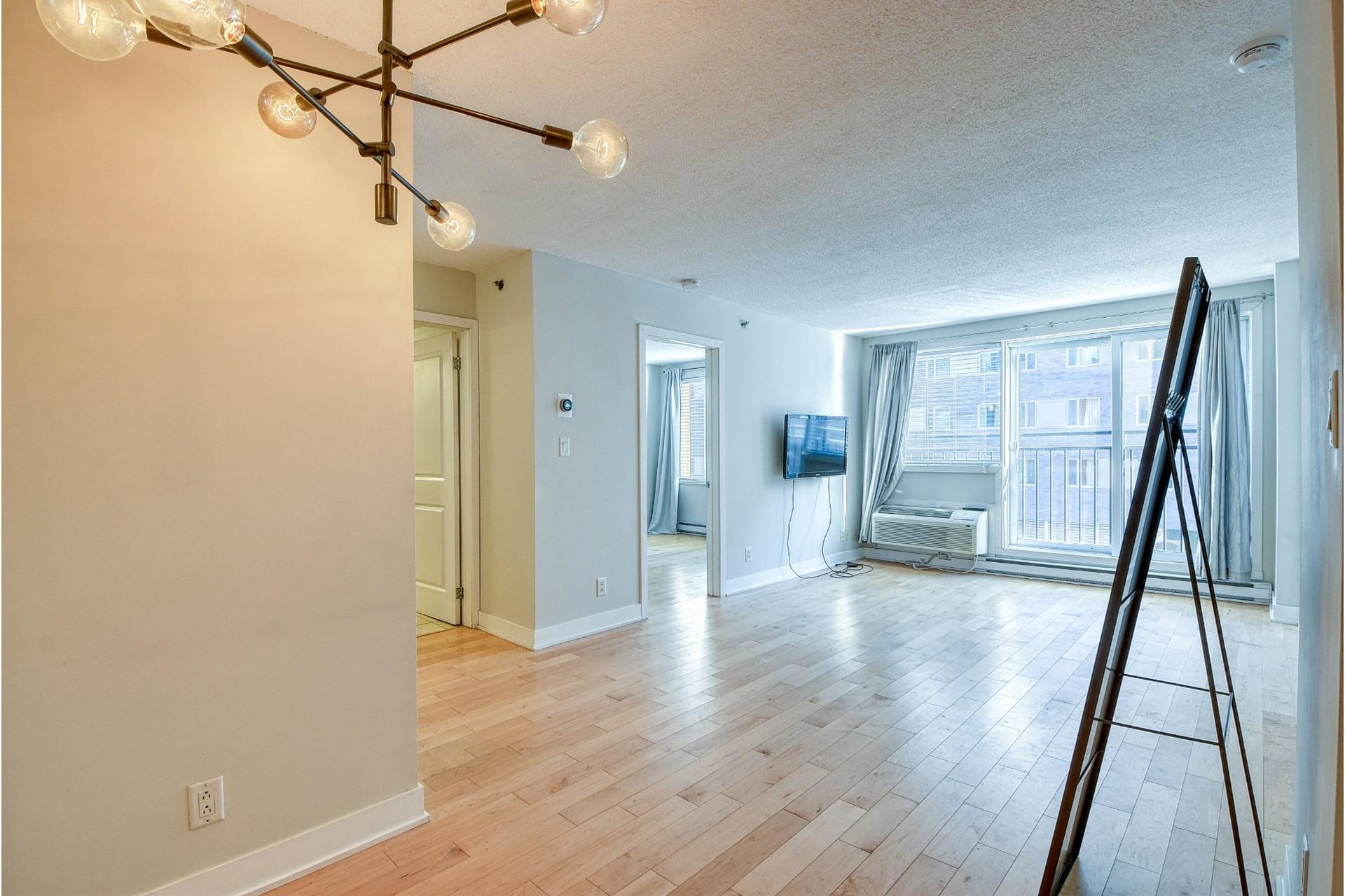 image 5 - Apartment For rent Ville-Marie Montréal  - 4 rooms