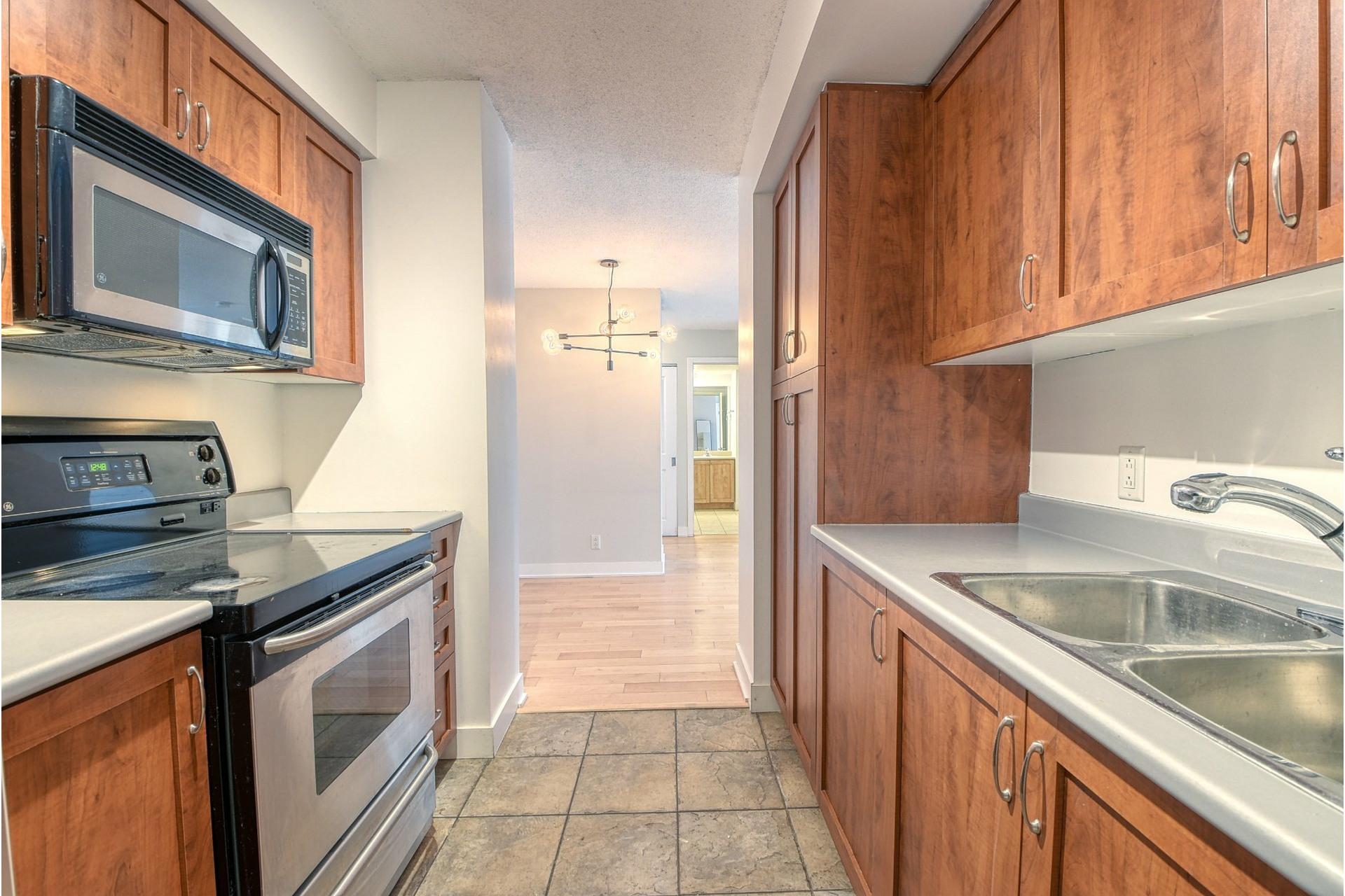 image 8 - Appartement À louer Ville-Marie Montréal  - 4 pièces