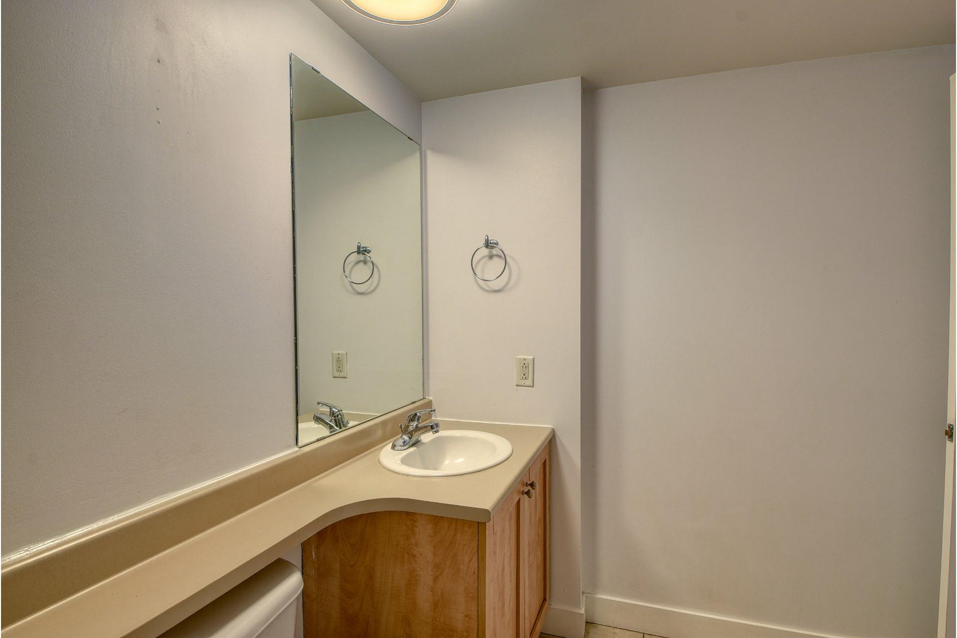 image 12 - Apartment For rent Ville-Marie Montréal  - 4 rooms