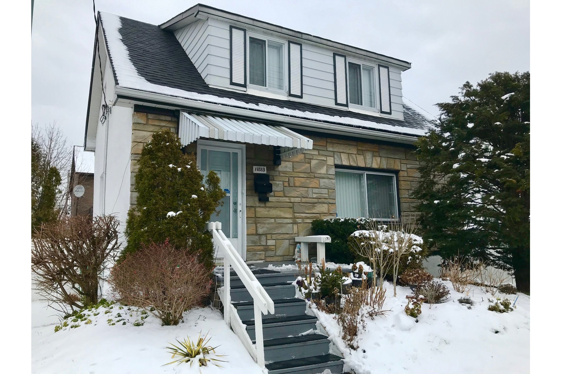 image 0 - House For sale Ahuntsic-Cartierville Montréal  - 8 rooms