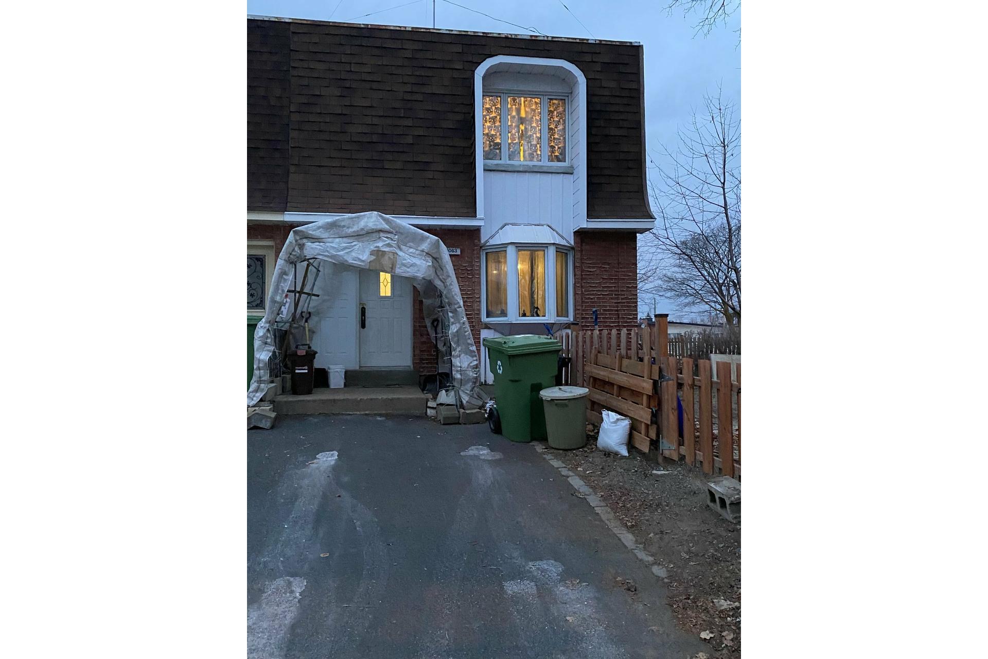 image 1 - Maison À vendre Rivière-des-Prairies/Pointe-aux-Trembles Montréal  - 9 pièces