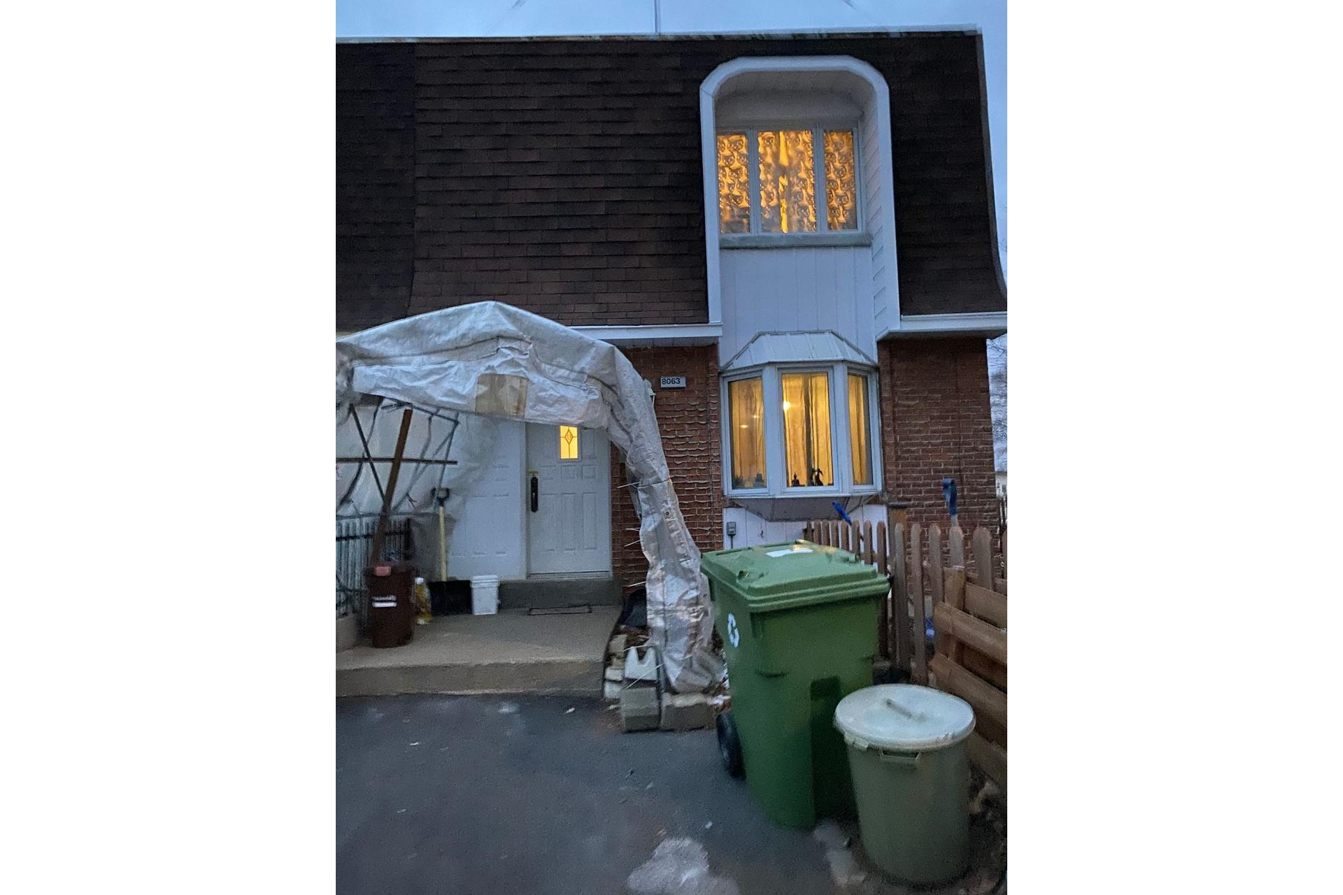 image 0 - Maison À vendre Rivière-des-Prairies/Pointe-aux-Trembles Montréal  - 9 pièces