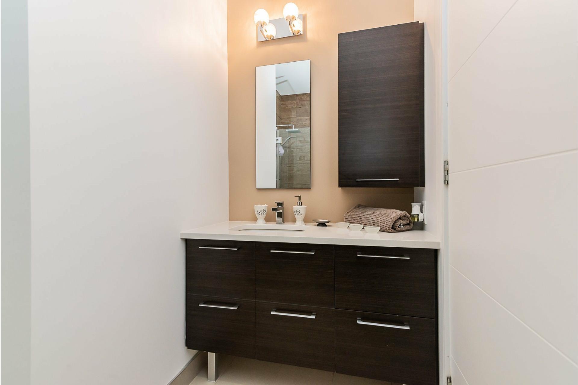 image 17 - Appartement À vendre Chomedey Laval  - 8 pièces