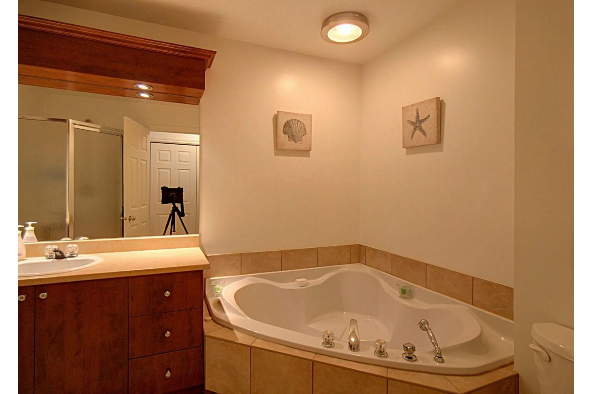 image 13 - Appartement À vendre Chomedey Laval  - 6 pièces
