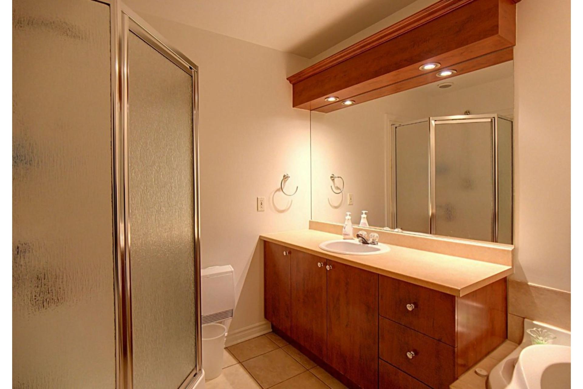 image 14 - Appartement À vendre Chomedey Laval  - 6 pièces