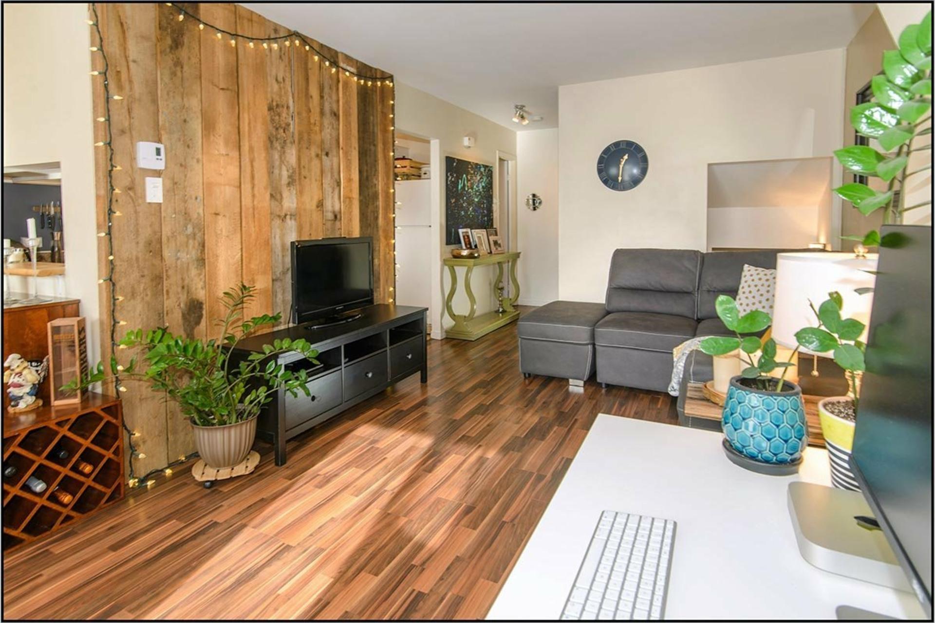 image 2 - Apartment For rent Les Rivières Québec  - 10 rooms