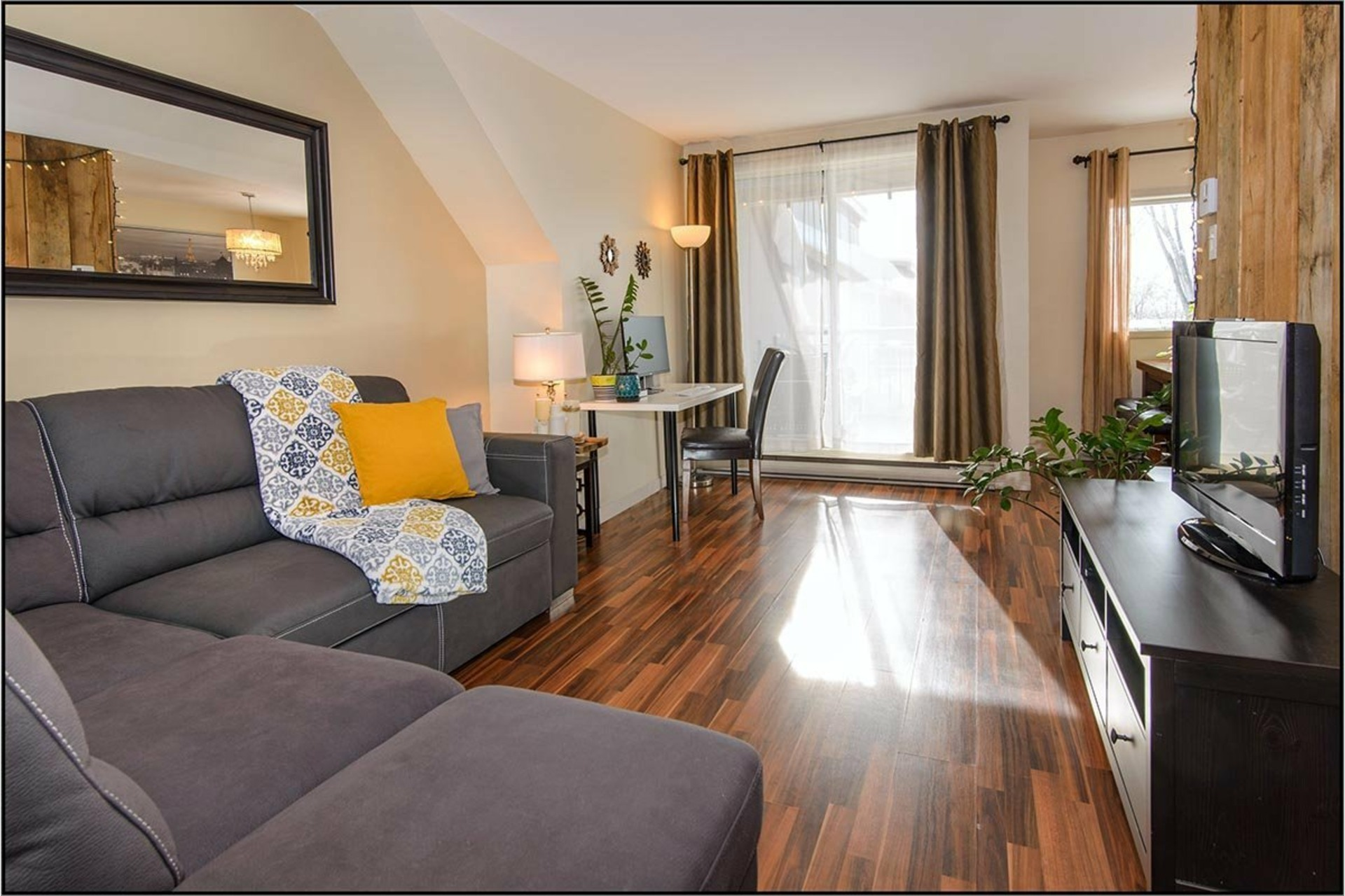 image 1 - Apartment For rent Les Rivières Québec  - 10 rooms