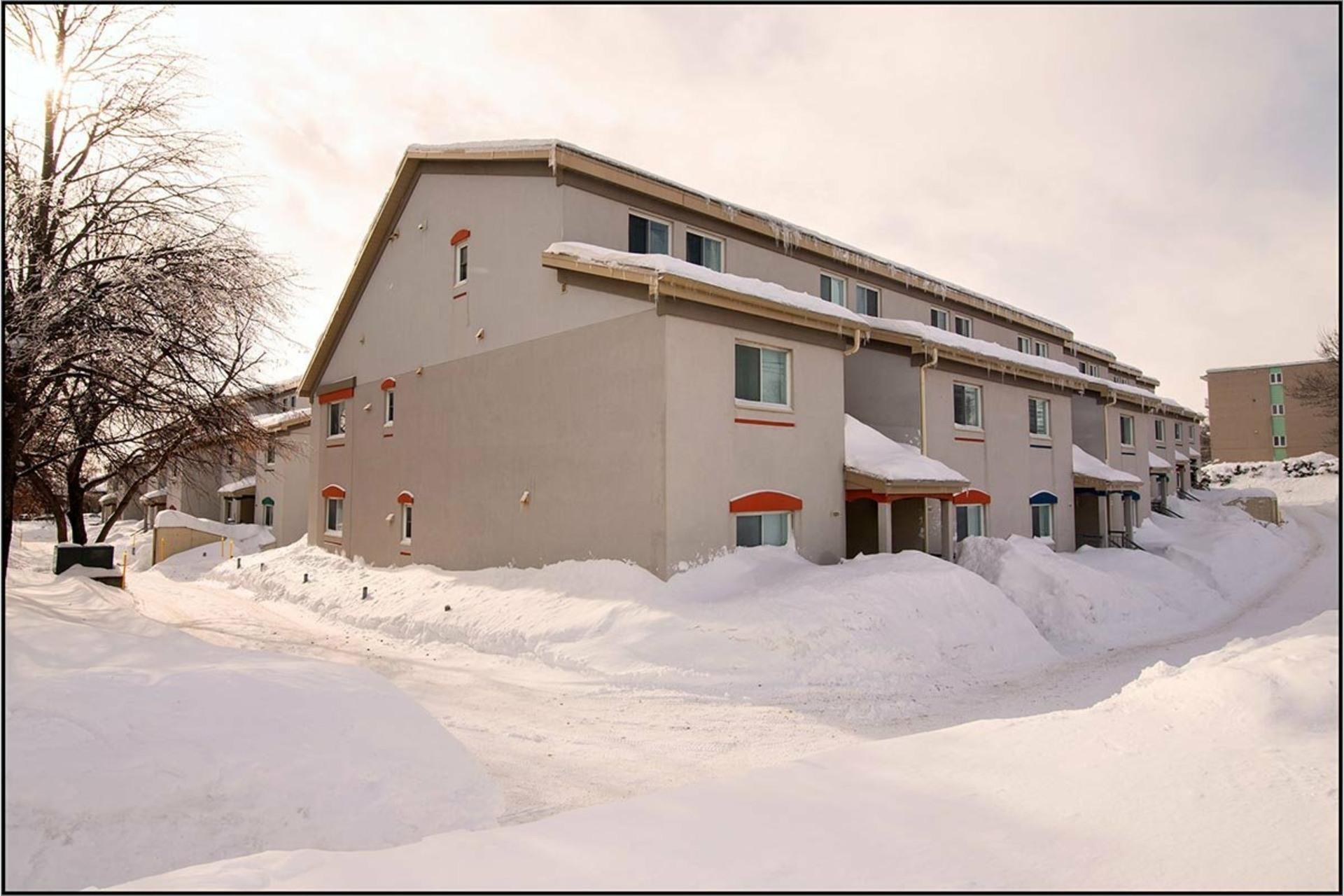 image 0 - Apartment For rent Les Rivières Québec  - 10 rooms