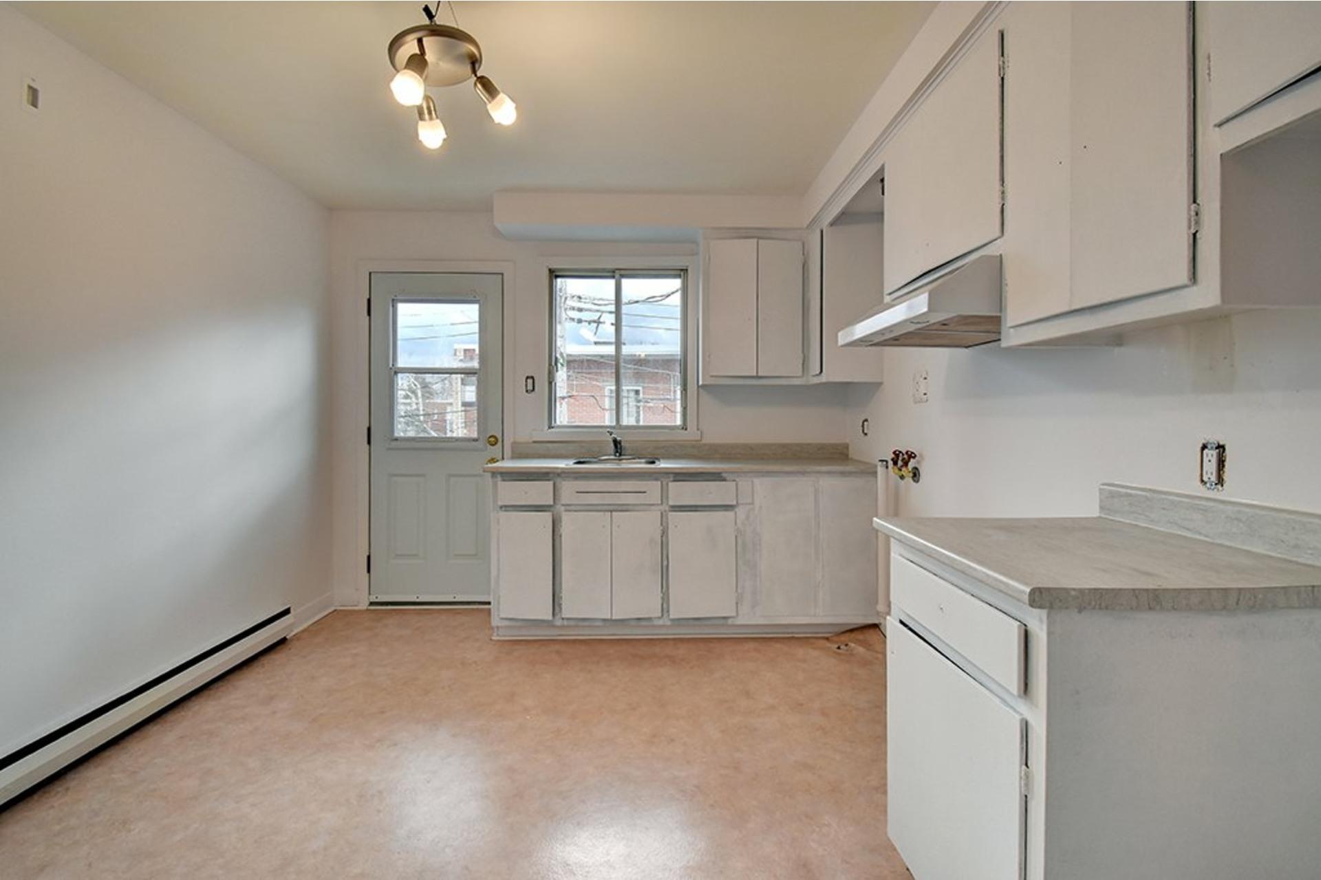 image 8 - Apartment For rent LaSalle Montréal  - 4 rooms