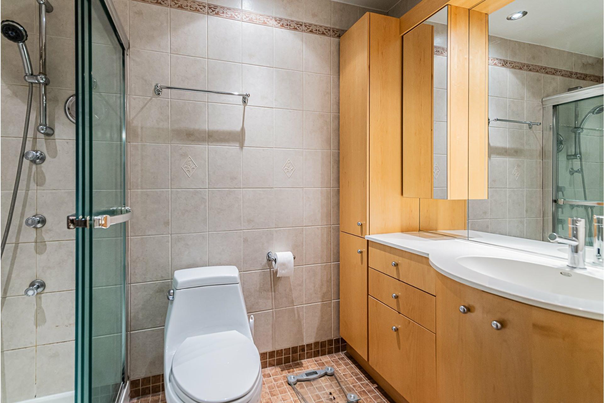 image 15 - Apartment For sale Ville-Marie Montréal  - 5 rooms