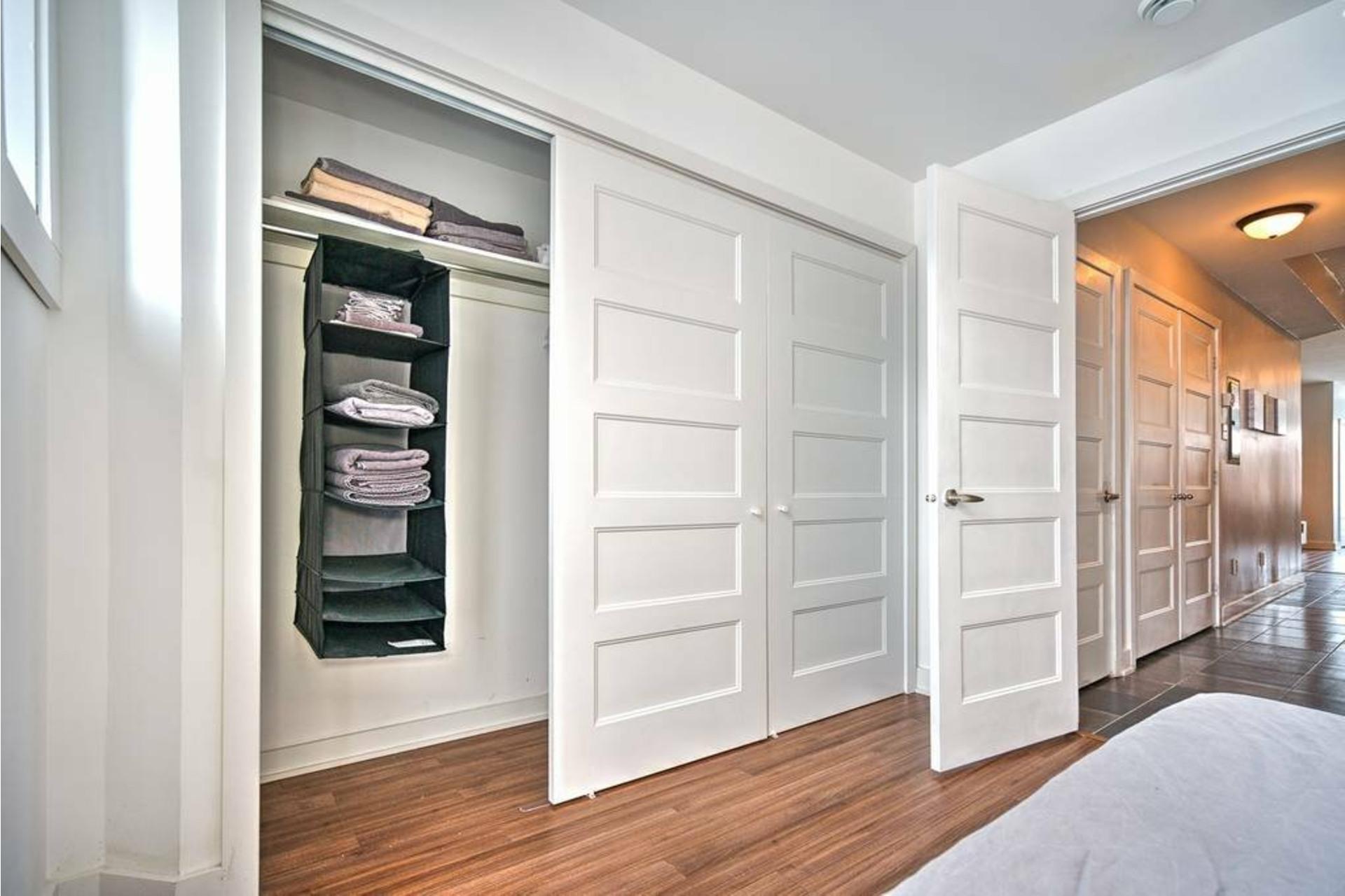 image 4 - Appartement À louer Côte-des-Neiges/Notre-Dame-de-Grâce Montréal  - 4 pièces