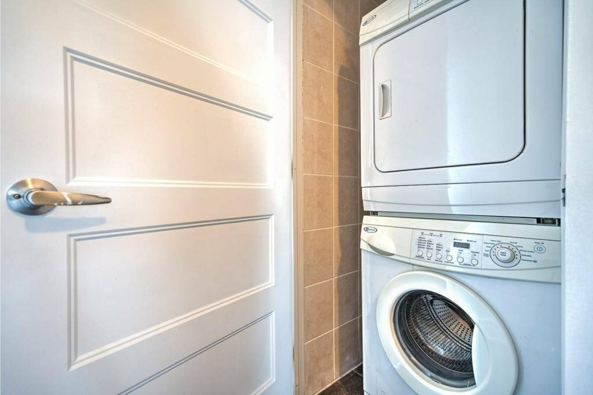 image 8 - Appartement À louer Côte-des-Neiges/Notre-Dame-de-Grâce Montréal  - 4 pièces