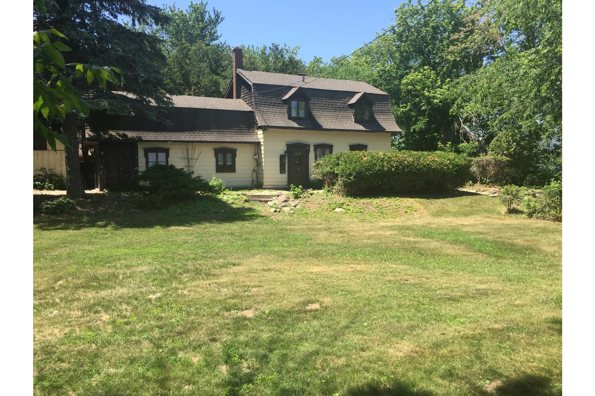 image 2 - House For sale Vaudreuil-Dorion - 12 rooms
