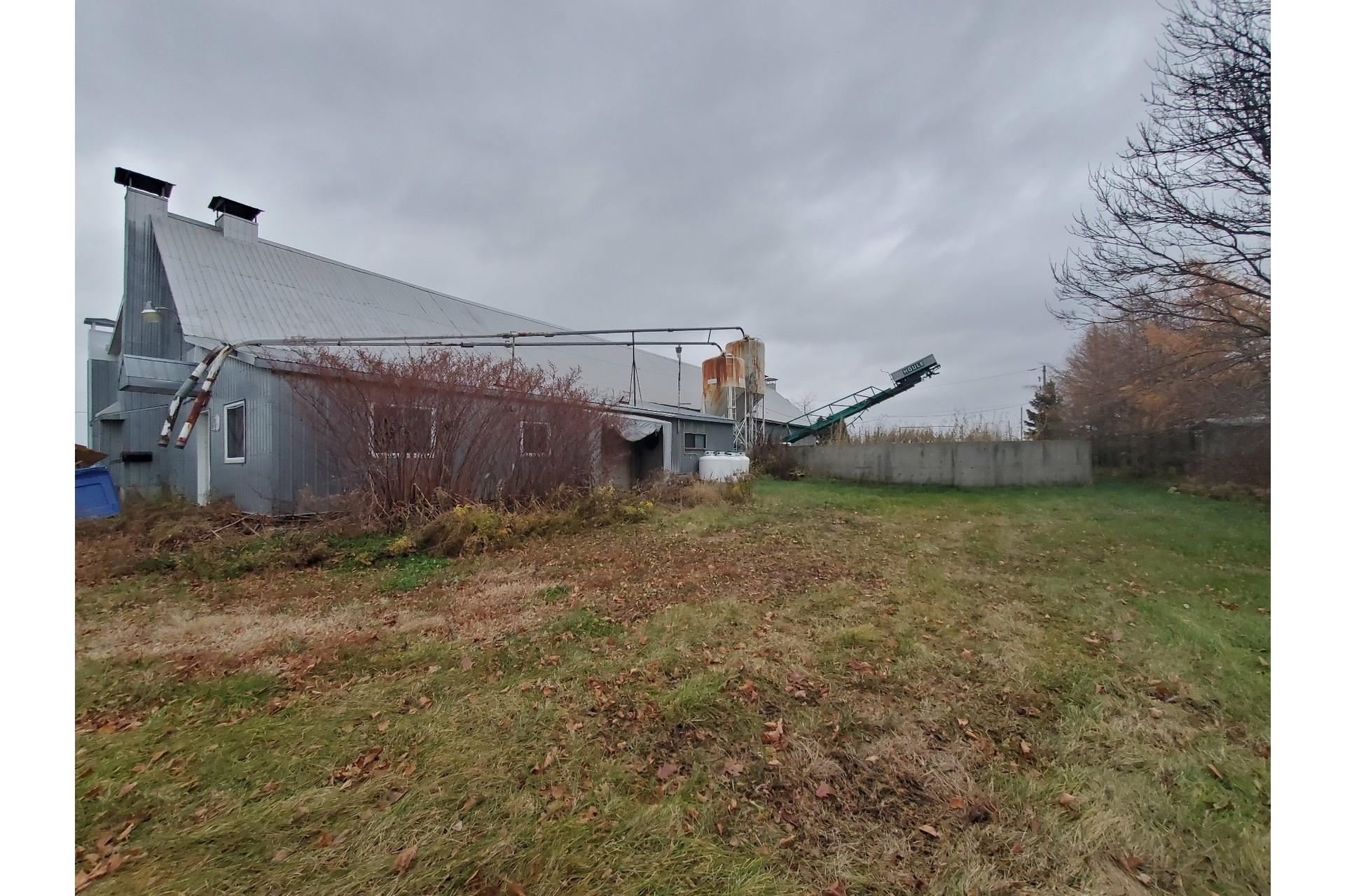 image 2 - Farmhouse For sale Saint-Pierre-les-Becquets - 10 rooms