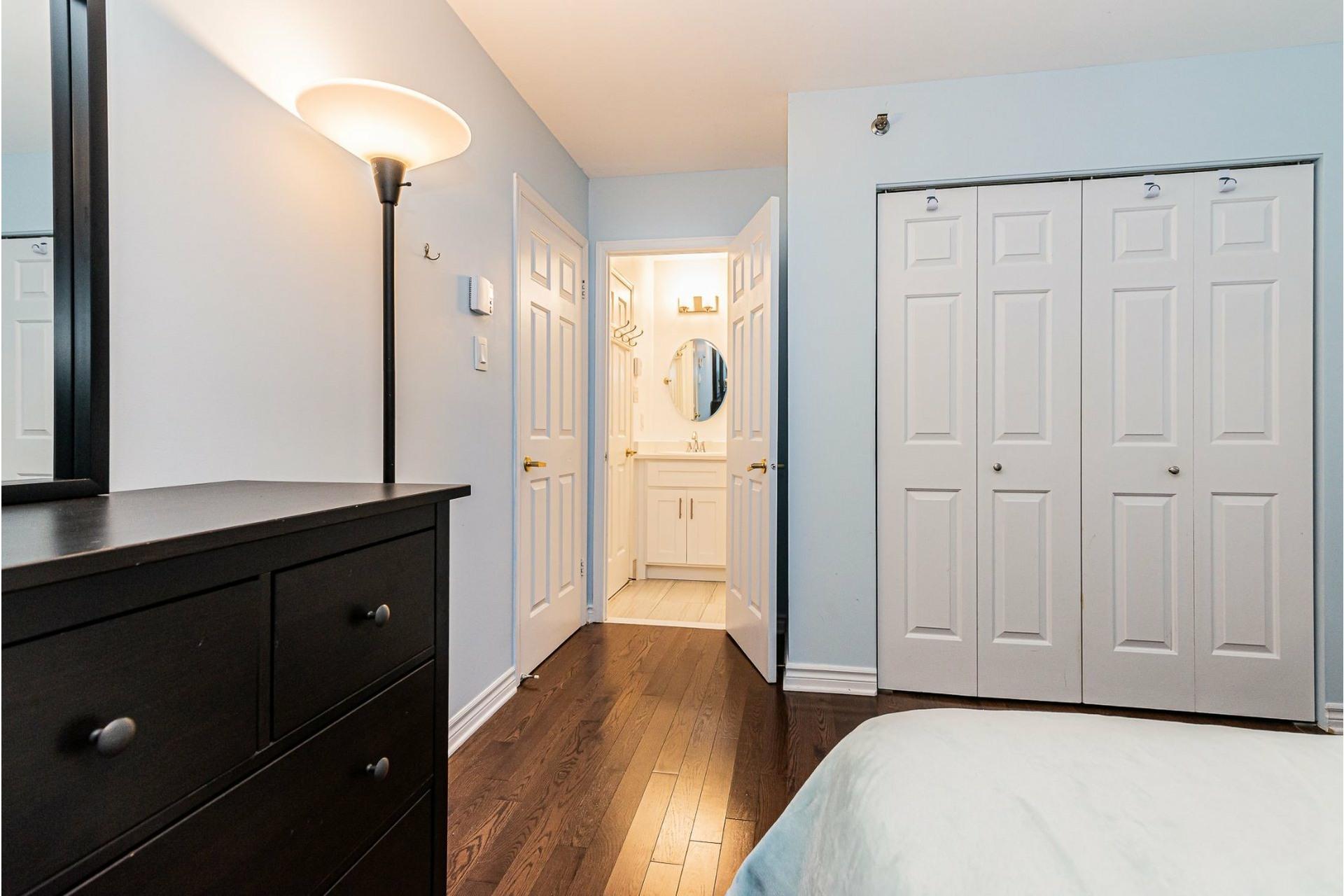image 15 - Appartement À vendre Ville-Marie Montréal  - 6 pièces