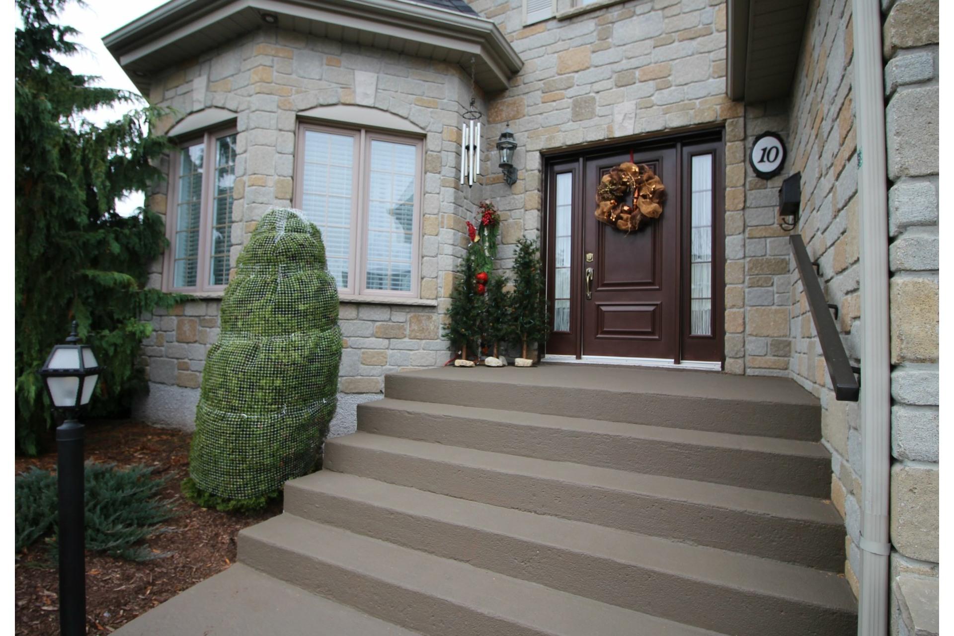 image 1 - House For sale Notre-Dame-des-Prairies - 11 rooms