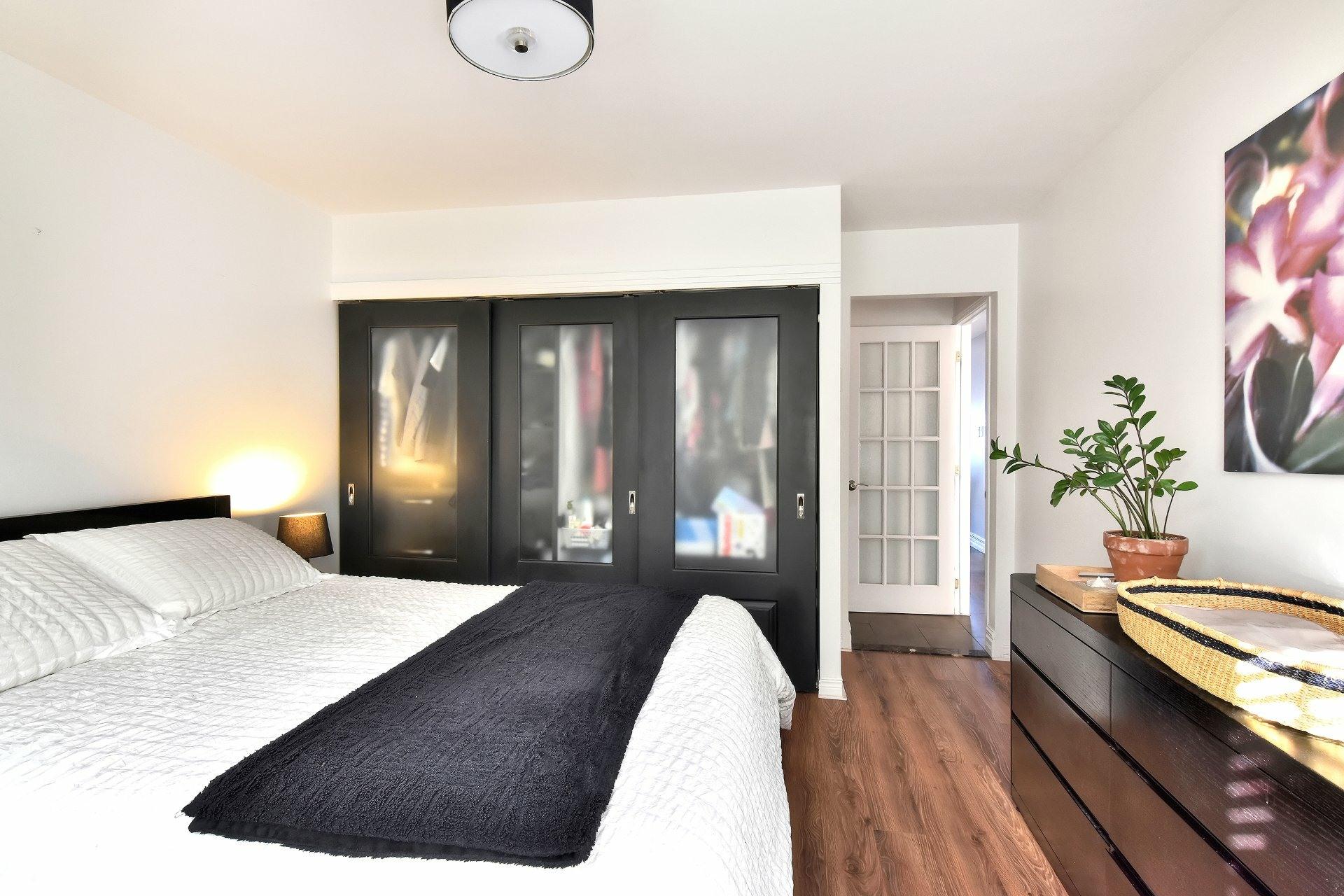 image 23 - Departamento En venta Saint-Léonard Montréal  - 8 habitaciones