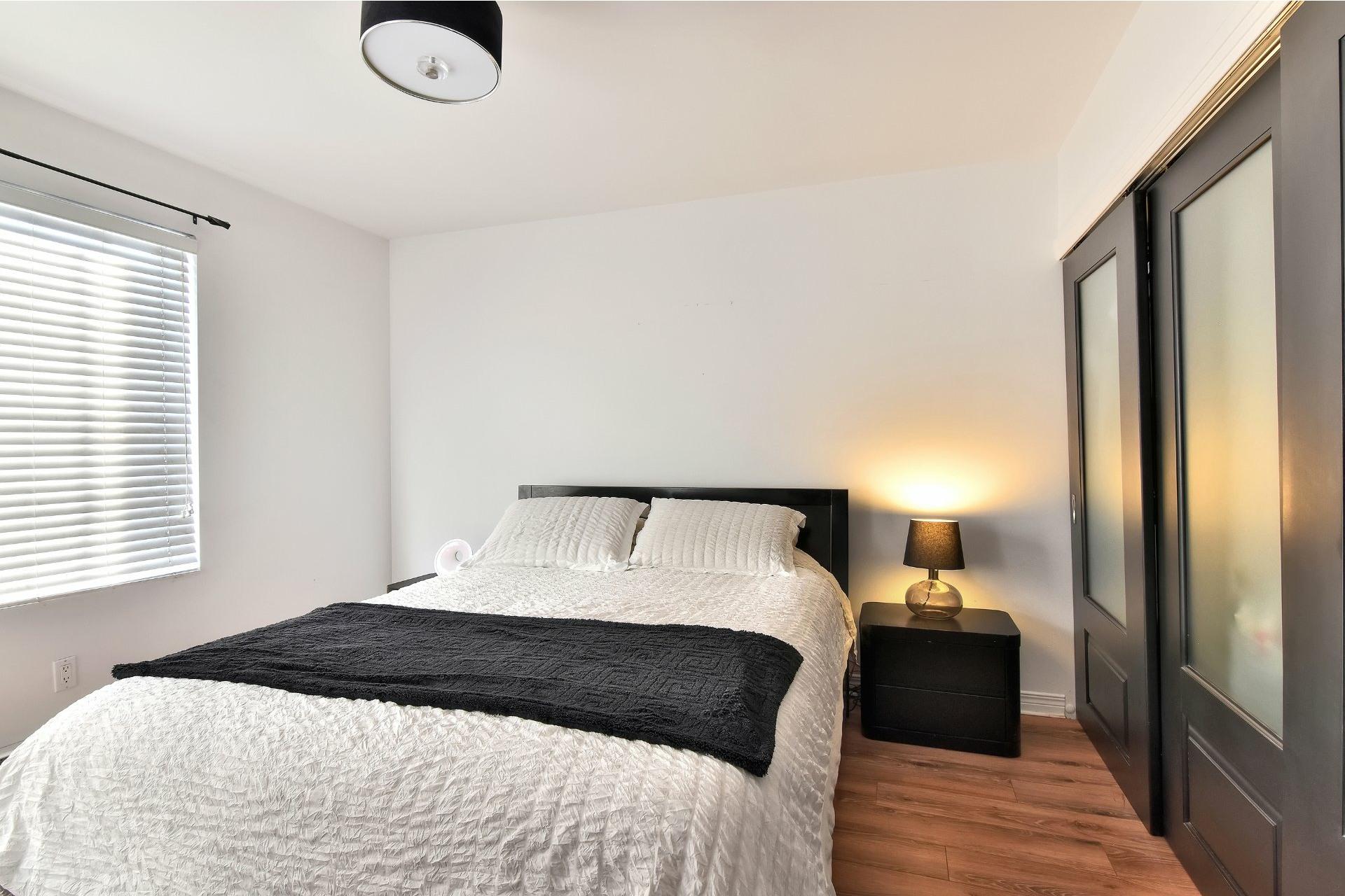 image 22 - Departamento En venta Saint-Léonard Montréal  - 8 habitaciones