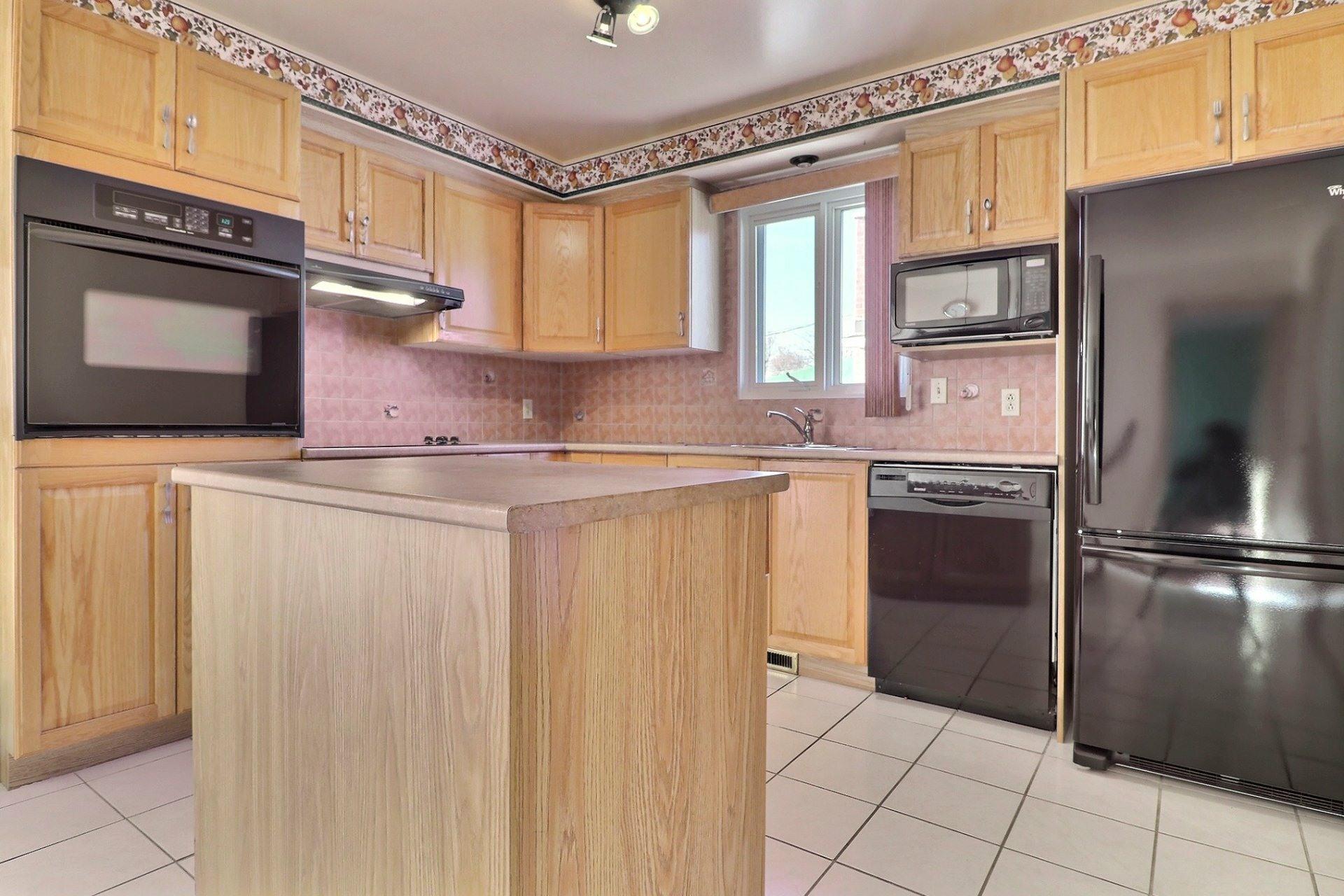 image 6 - House For sale Montréal-Nord Montréal  - 12 rooms