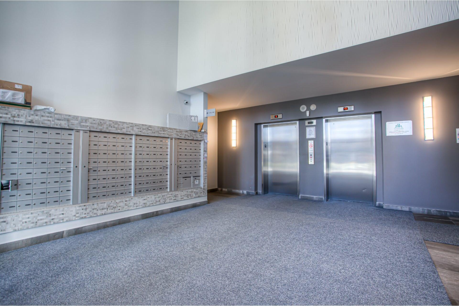 image 2 - Apartment For sale Ahuntsic-Cartierville Montréal  - 7 rooms