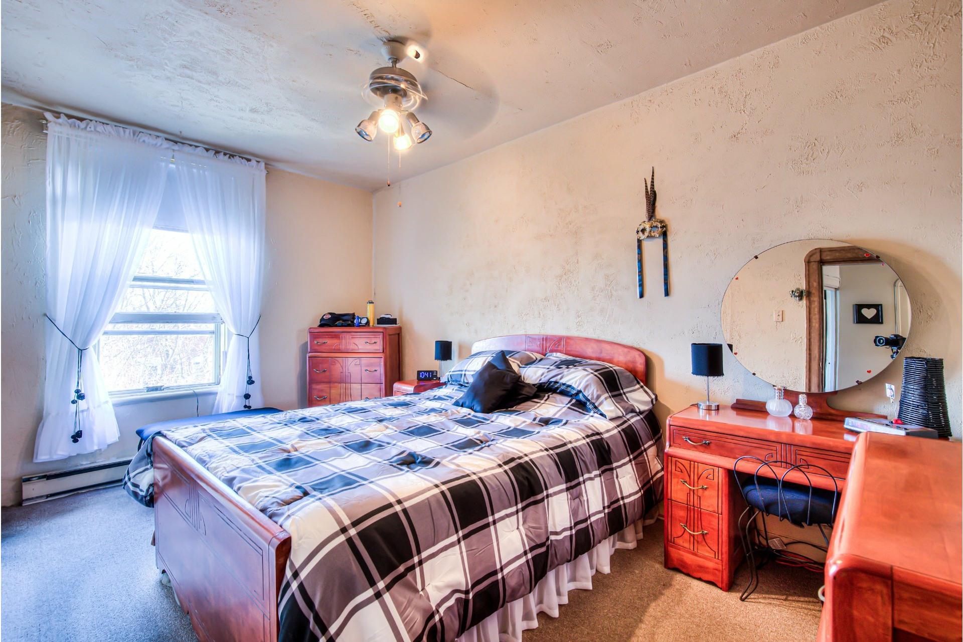 image 18 - Triplex For sale Le Sud-Ouest Montréal  - 5 rooms