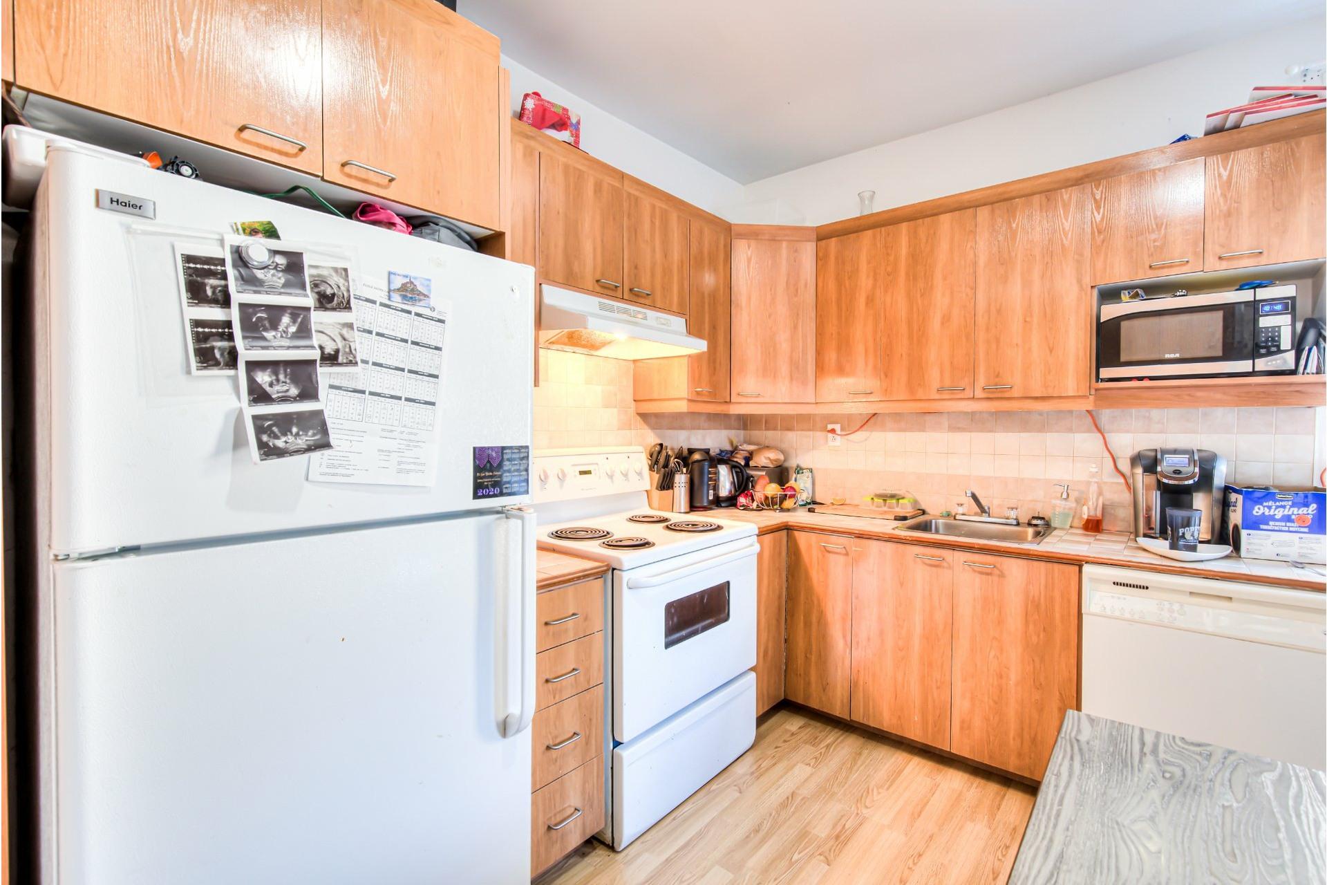 image 1 - Triplex For sale Le Sud-Ouest Montréal  - 5 rooms