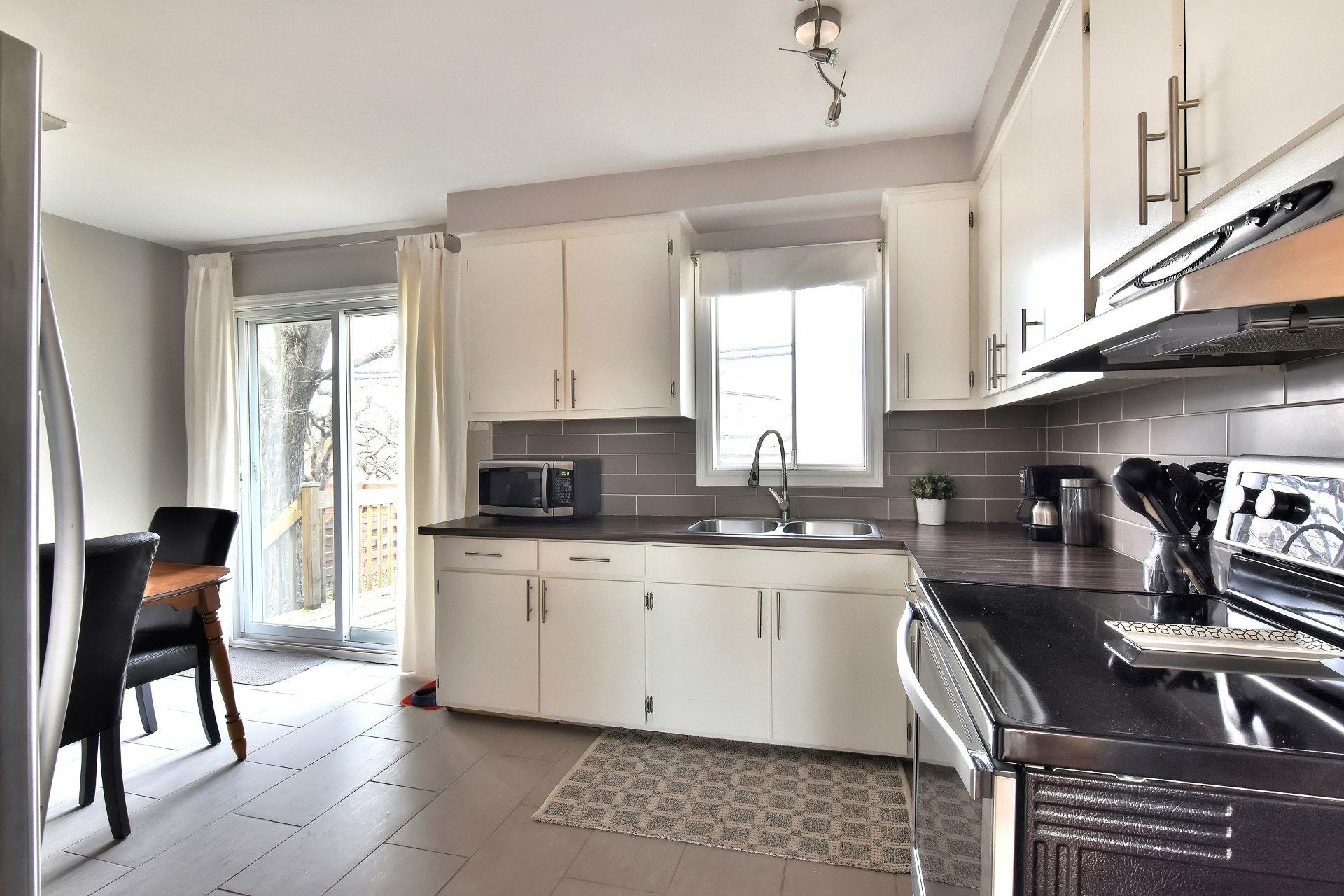 image 9 - House For sale Châteauguay - 12 rooms