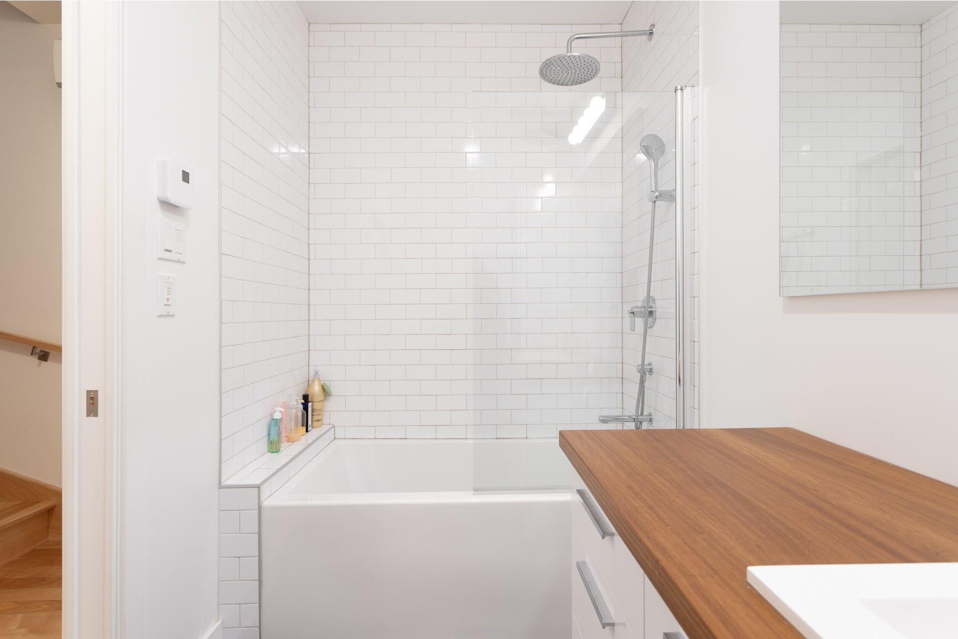image 17 - Appartement À vendre Villeray/Saint-Michel/Parc-Extension Montréal  - 5 pièces