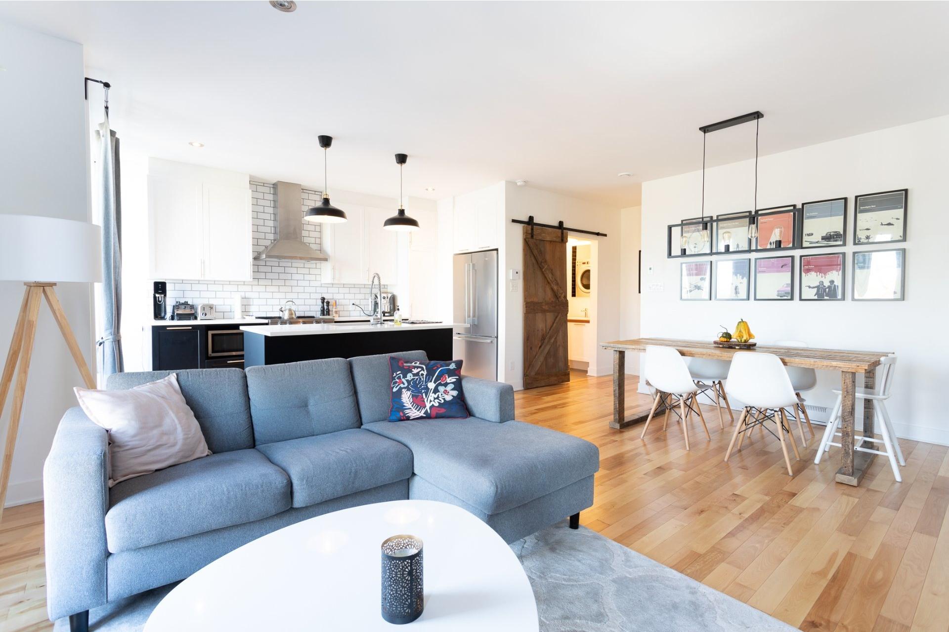 image 1 - Appartement À vendre Villeray/Saint-Michel/Parc-Extension Montréal  - 5 pièces